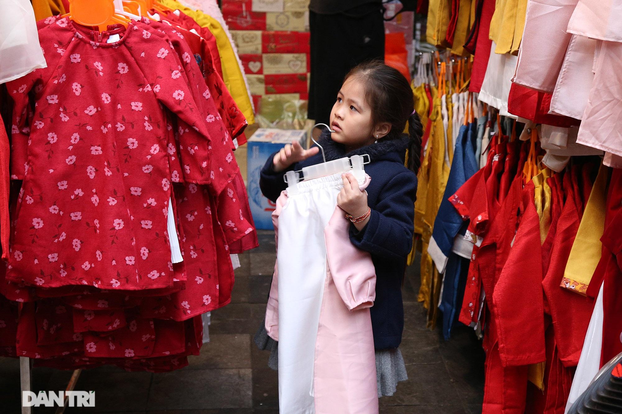 Chợ hoa Hàng Lược bắt đầu khoe sắc đón người dân sắm Tết - 9
