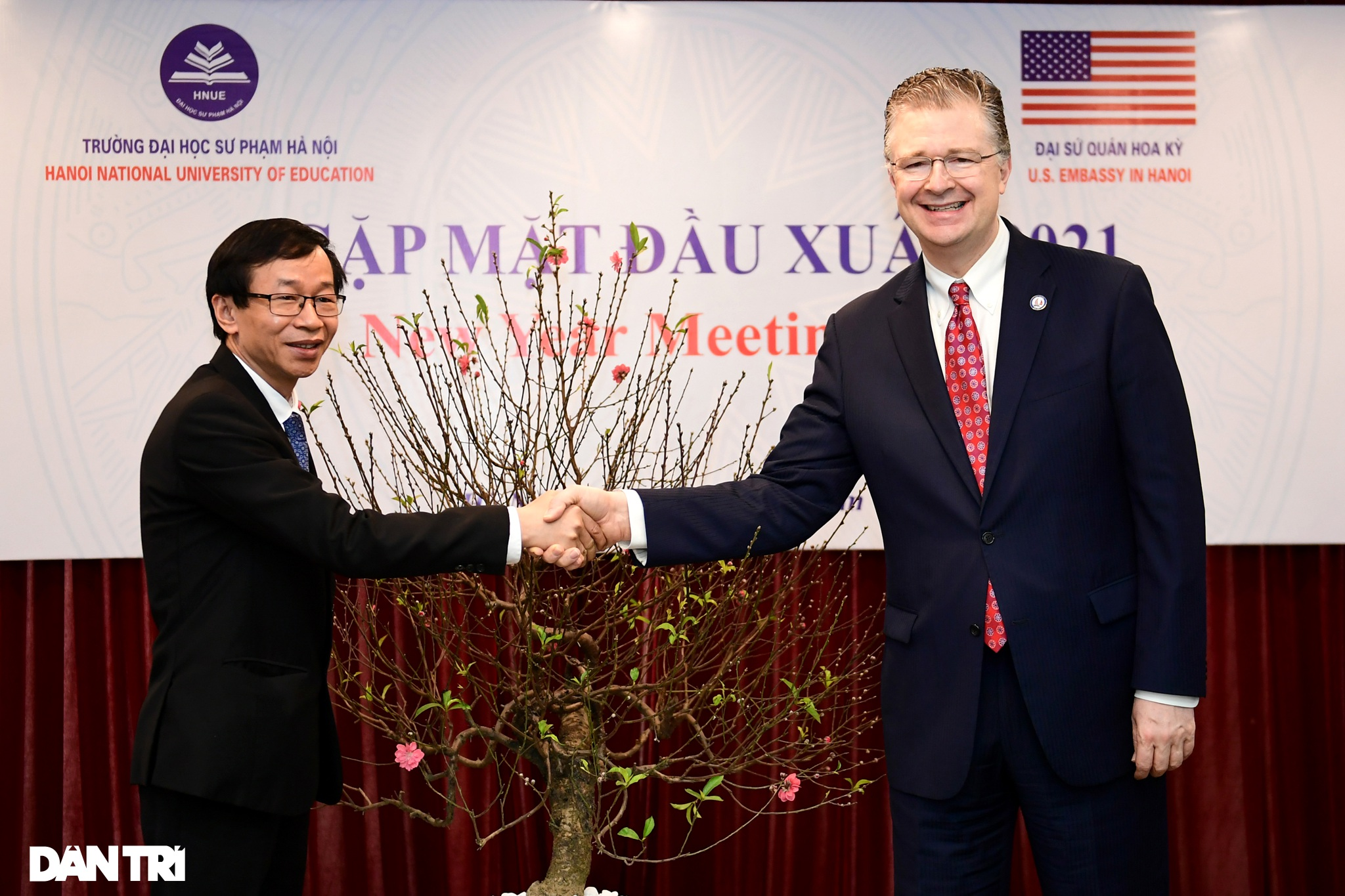 Đại sứ Hoa Kỳ tại Việt Nam tặng cây đào tự tay ghép cho trường ĐHSP Hà Nội - 4