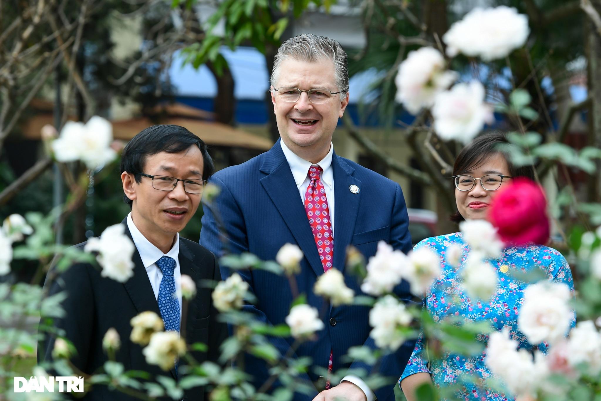 Đại sứ Hoa Kỳ tại Việt Nam tặng cây đào tự tay ghép cho trường ĐHSP Hà Nội - 10