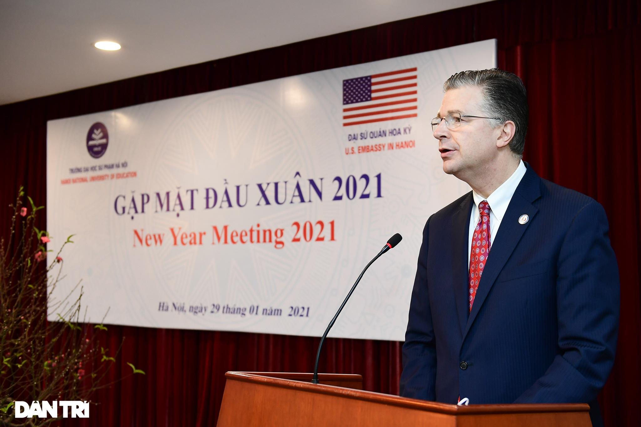 Đại sứ Hoa Kỳ tại Việt Nam tặng cây đào tự tay ghép cho trường ĐHSP Hà Nội - 1