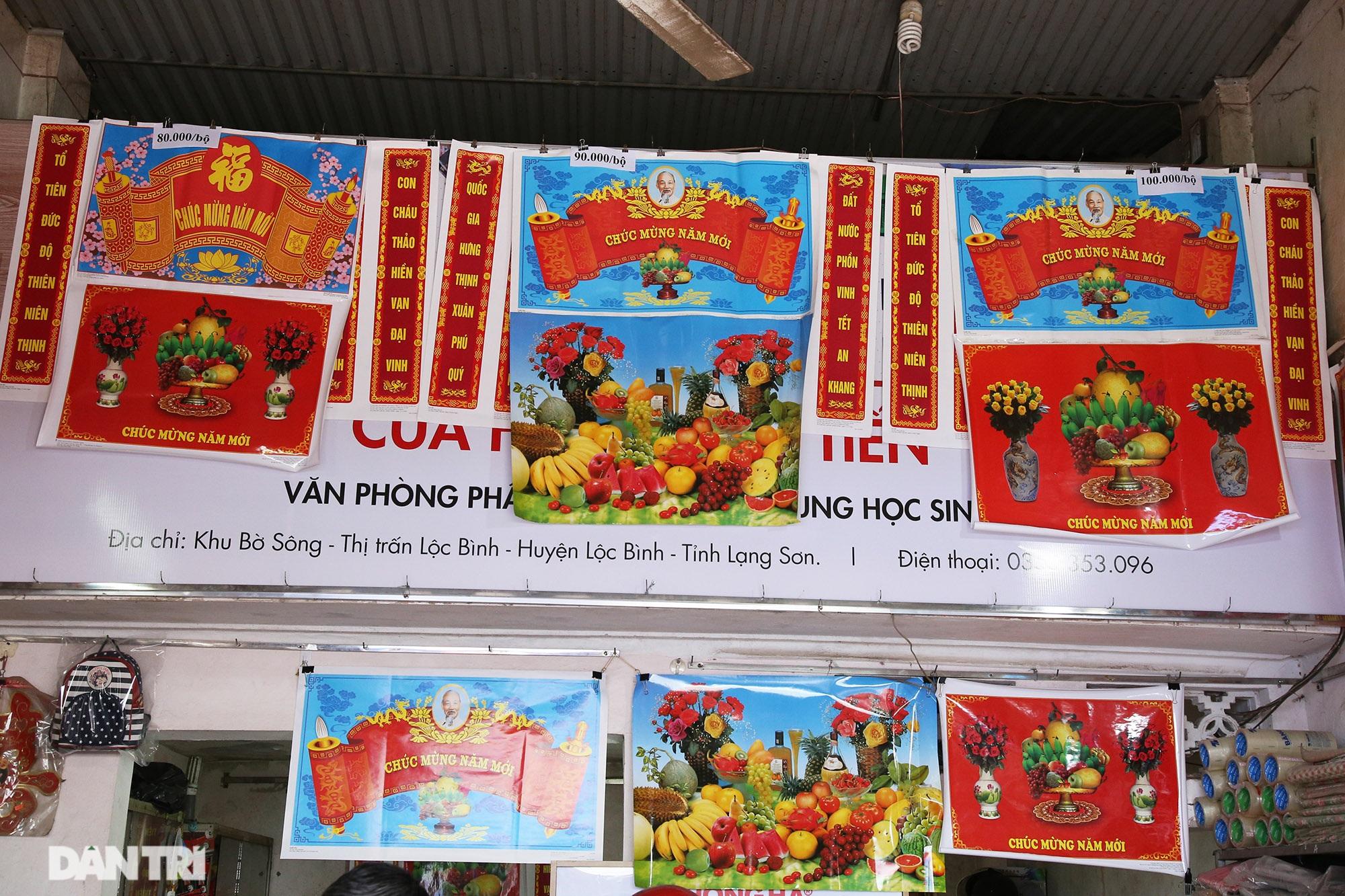 Người dân nhộn nhịp mua cờ tổ quốc về trang trí Tết ở phiên chợ cuối năm - 6