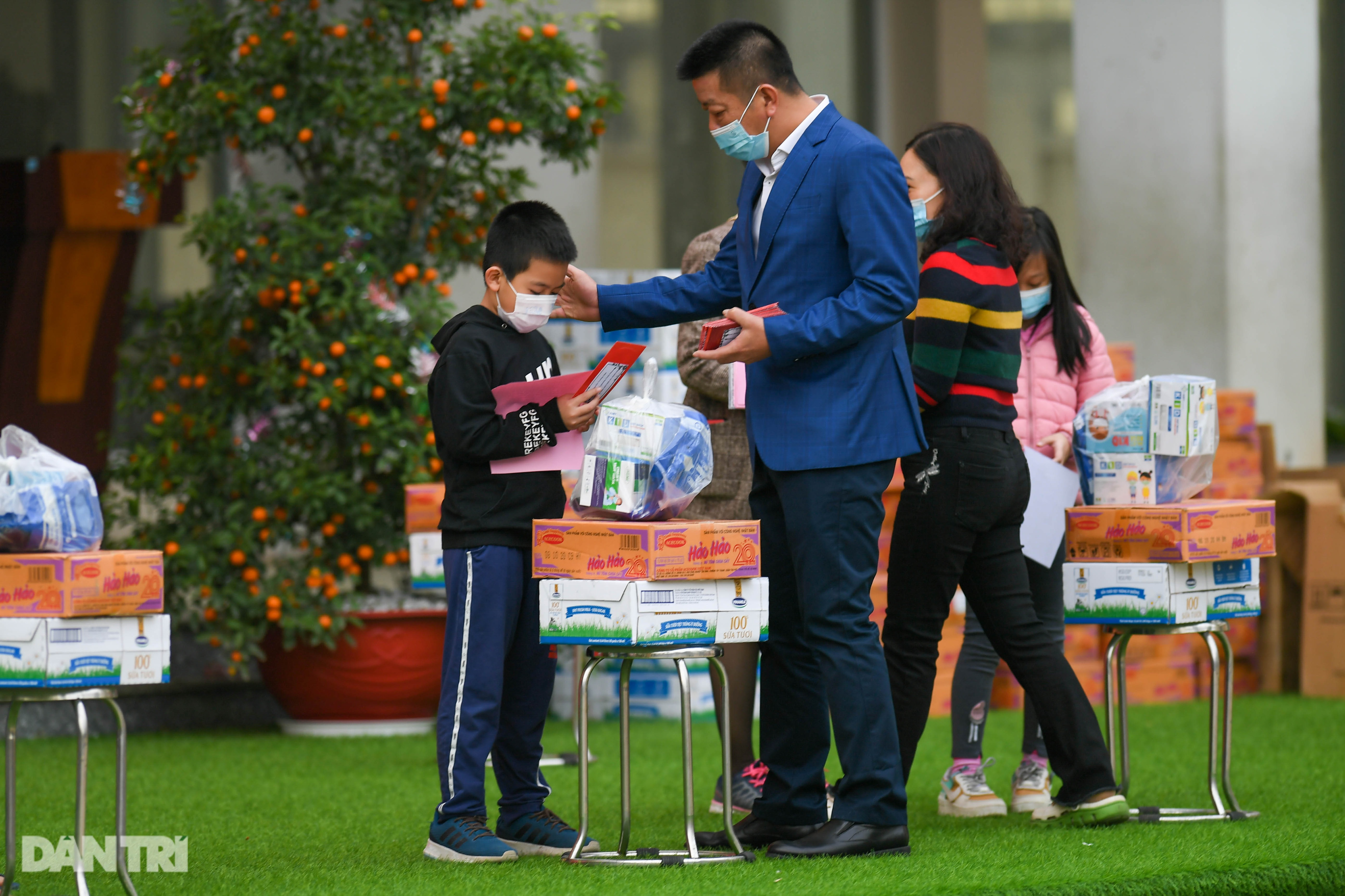 Toàn bộ người cách ly tại Tiểu học Xuân Phương được trở về nhà ăn Tết - 12