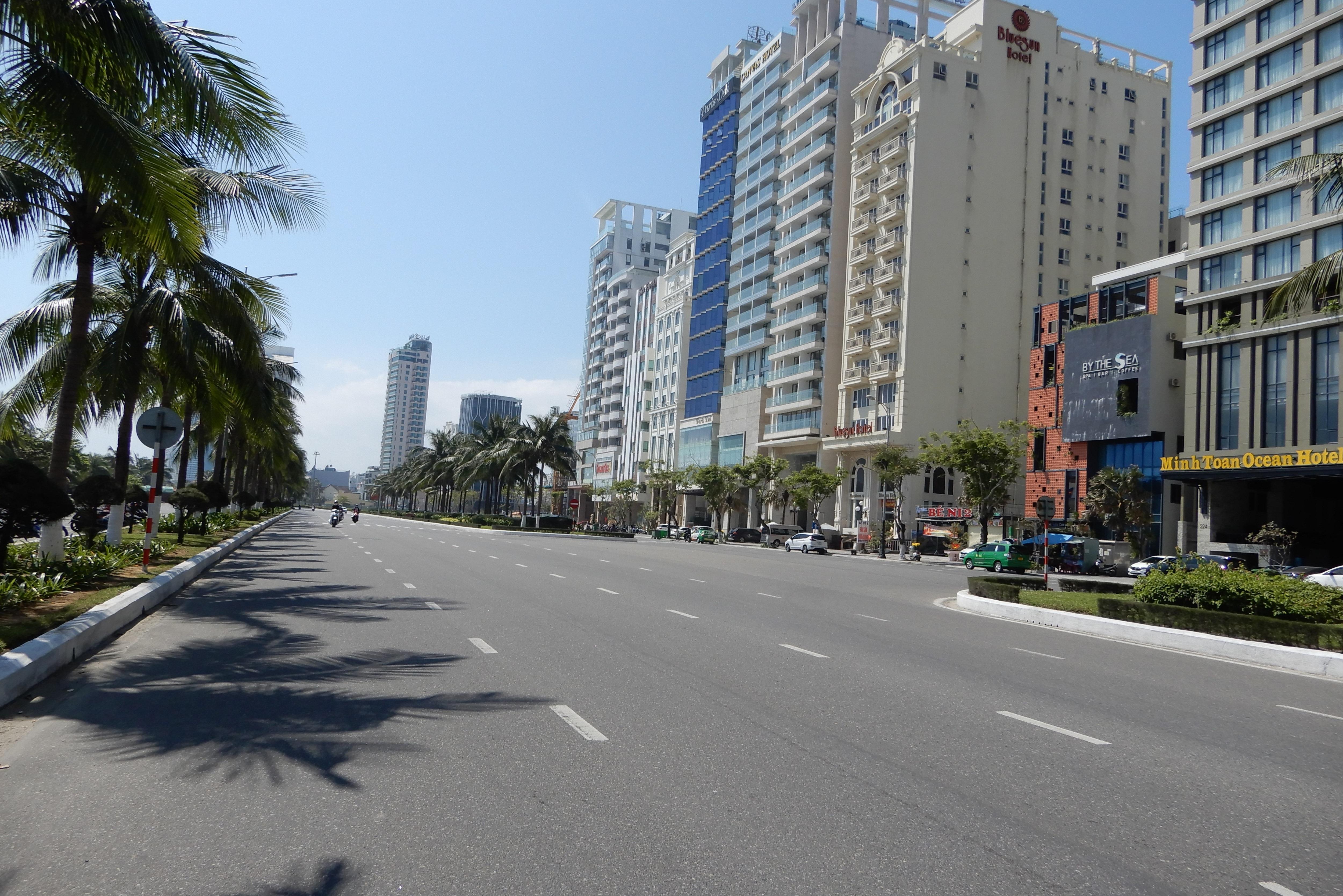 Chịu không thấu, khách sạn hạng sang ở Đà Nẵng cũng kín đáo rao bán