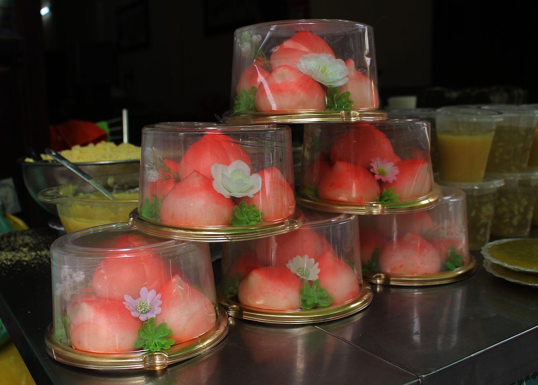 """Gà ngậm hoa hồng đắt khách tại """"chợ nhà giàu"""" Hà Nội ngày Rằm tháng Giêng - Ảnh 11."""