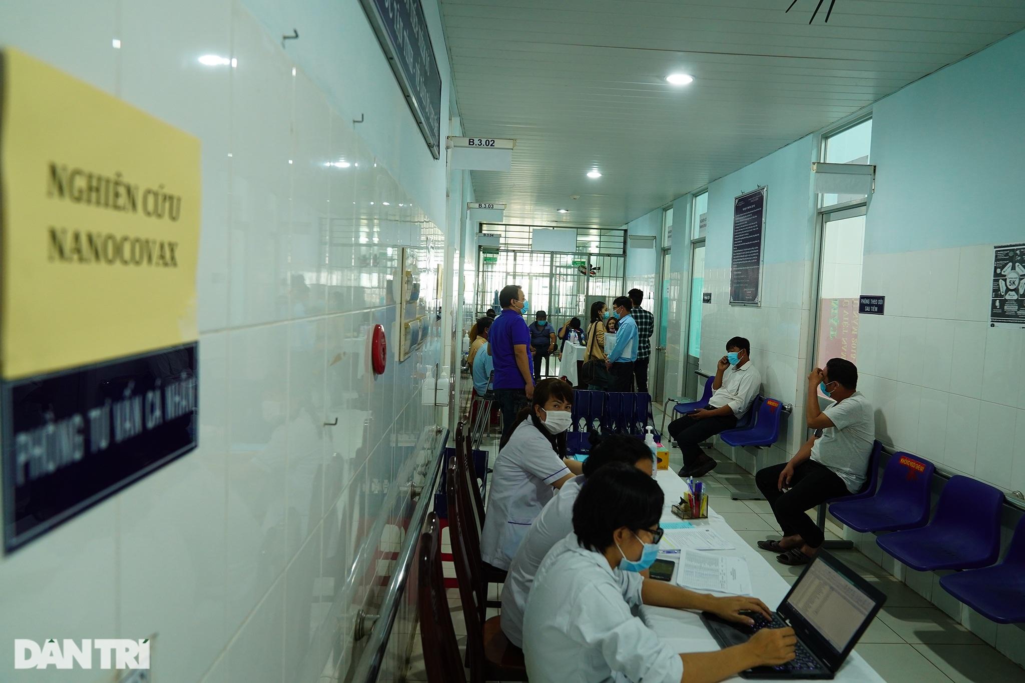 Tình nguyện viên: Không ra tuyến đầu thì góp công thử nghiệm vắc xin - 2