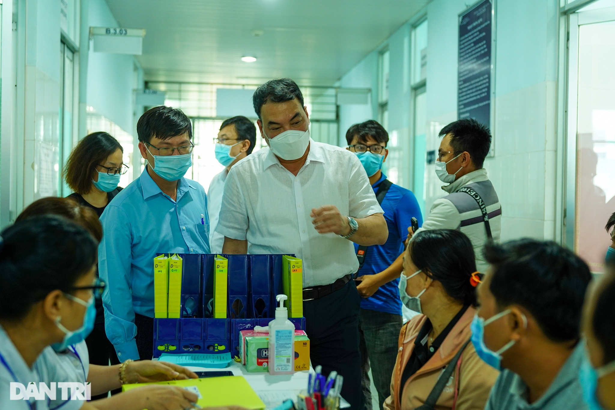 Tình nguyện viên: Không ra tuyến đầu thì góp công thử nghiệm vắc xin - 4