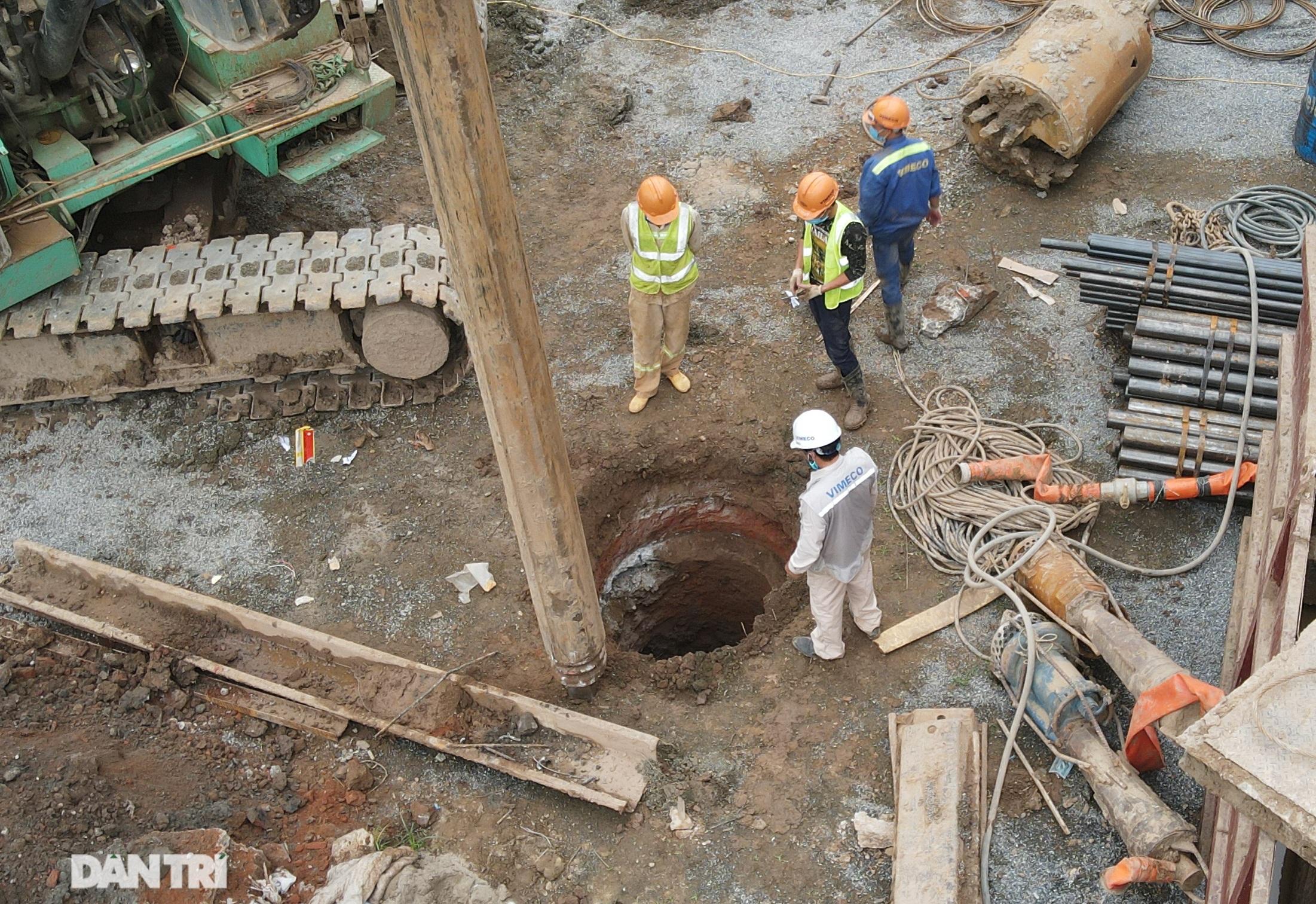 Công trường xây dựng cầu Vĩnh Tuy 2 vượt sông Hồng hơn 2.500 tỷ ở Hà Nội - 5