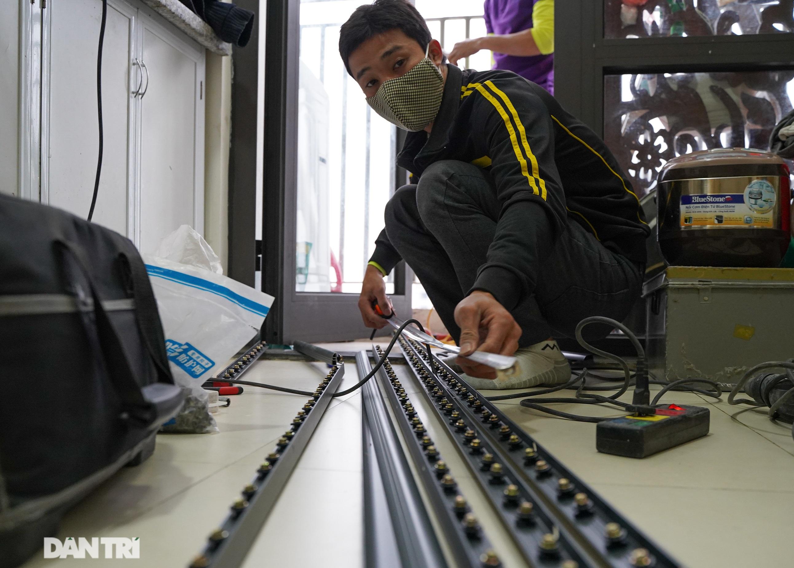 Lưới an toàn ban công được lắp đặt như thế nào tại các chung cư ở Hà Nội - 1