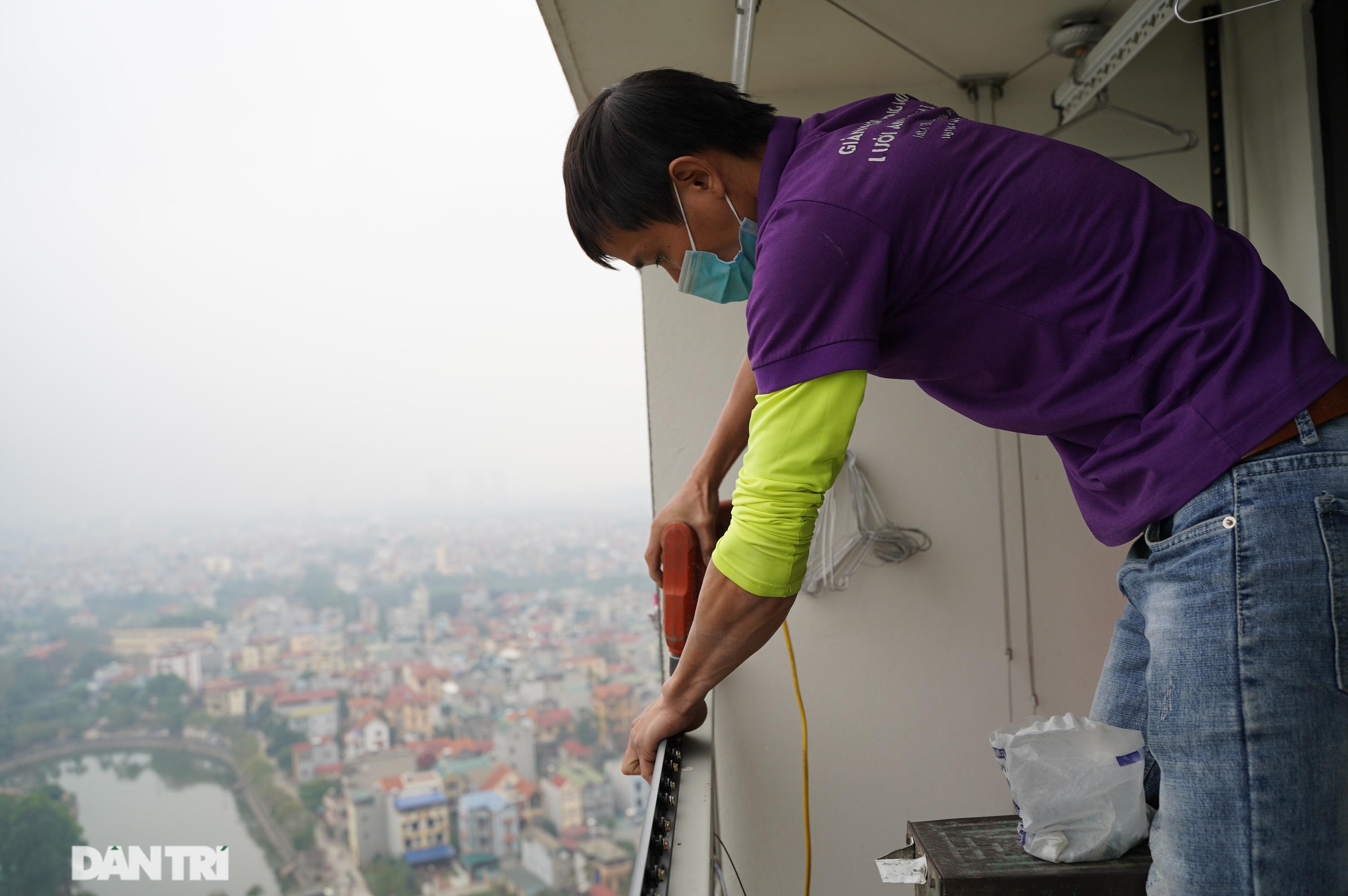 Lưới an toàn ban công được lắp đặt như thế nào tại các chung cư ở Hà Nội - 7
