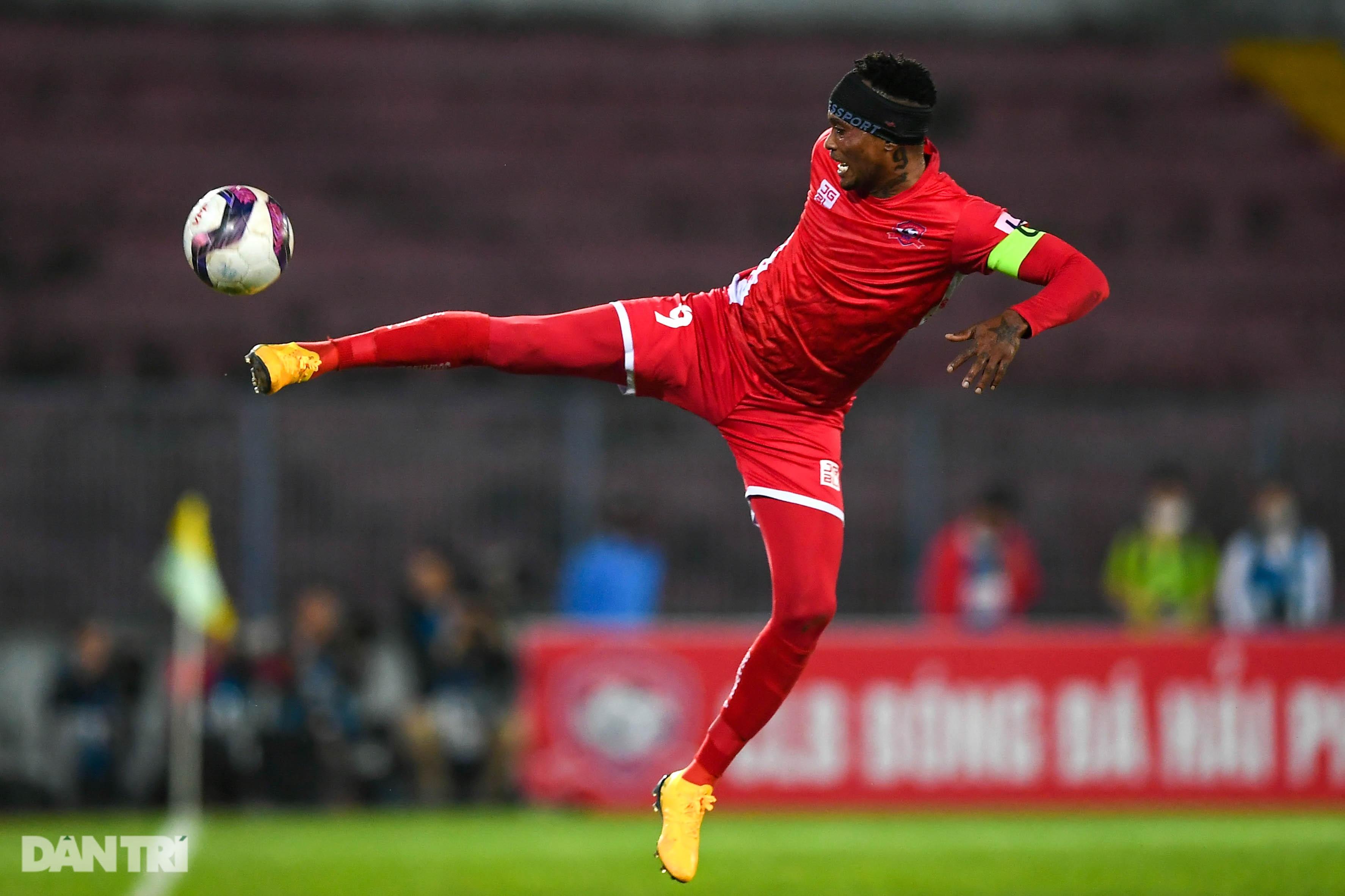 Người hùng Tấn Trường giúp CLB Hà Nội có 3 điểm đầu tiên ở V-League - 22