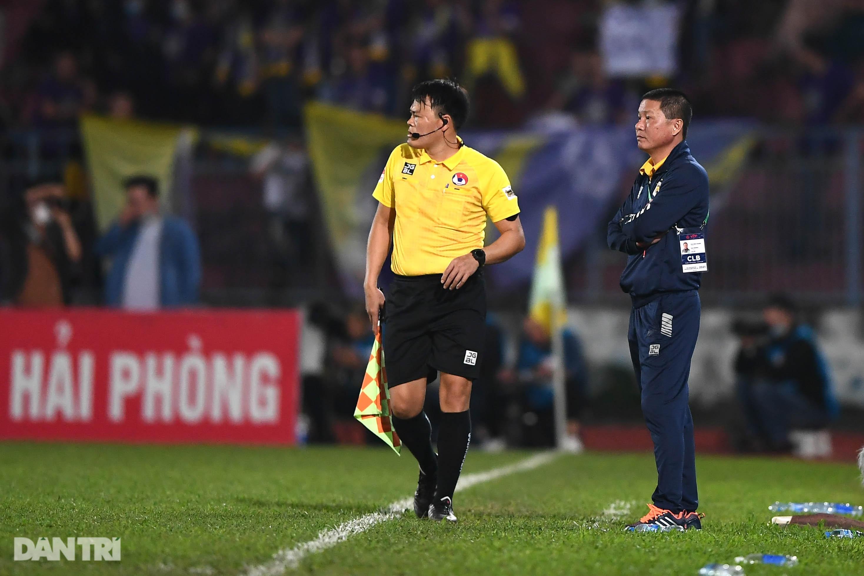 Người hùng Tấn Trường giúp CLB Hà Nội có 3 điểm đầu tiên ở V-League - 23