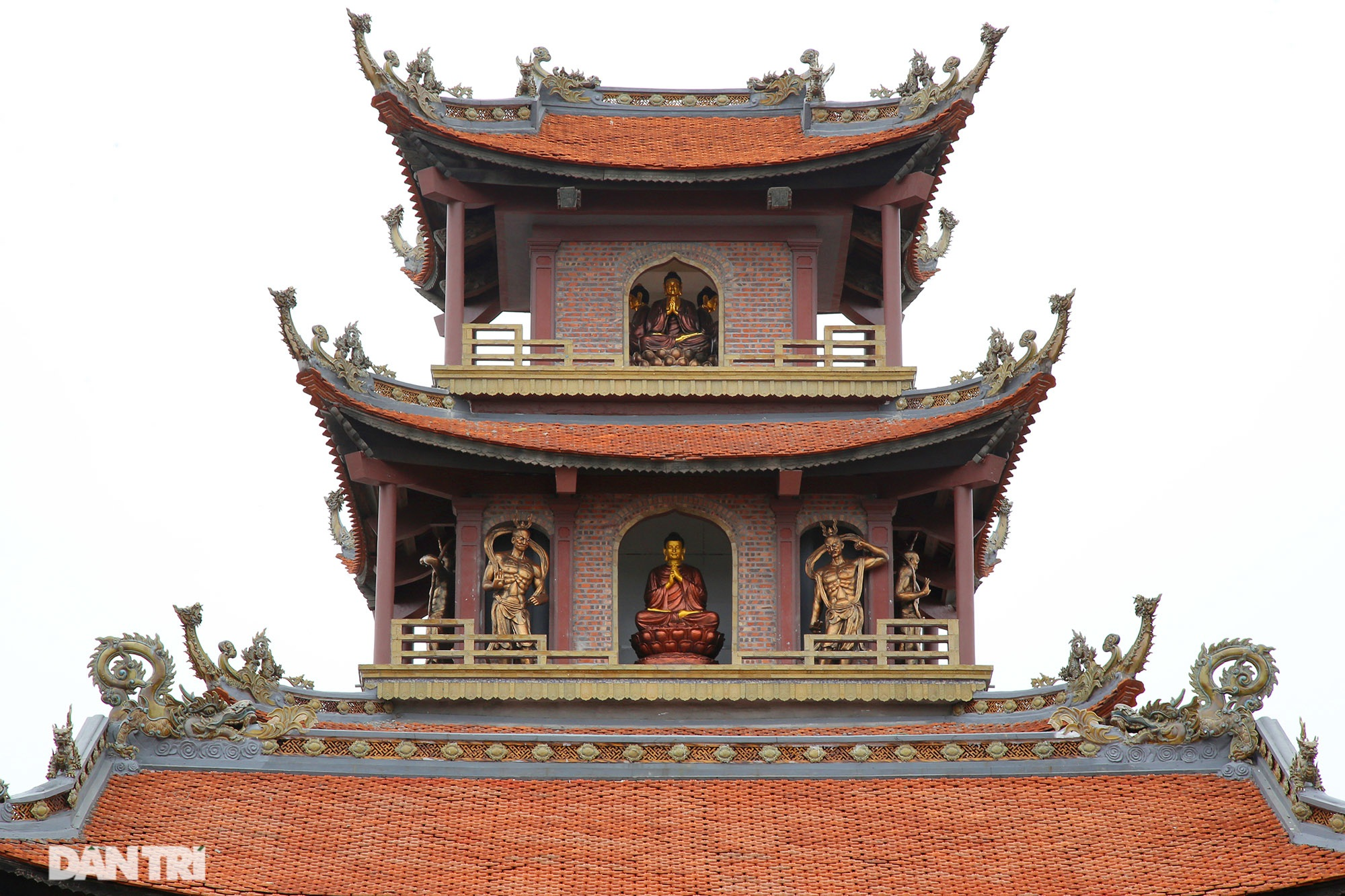 Ceramic pagoda built from tens of thousands of traditional handicrafts in Bat Trang - 4