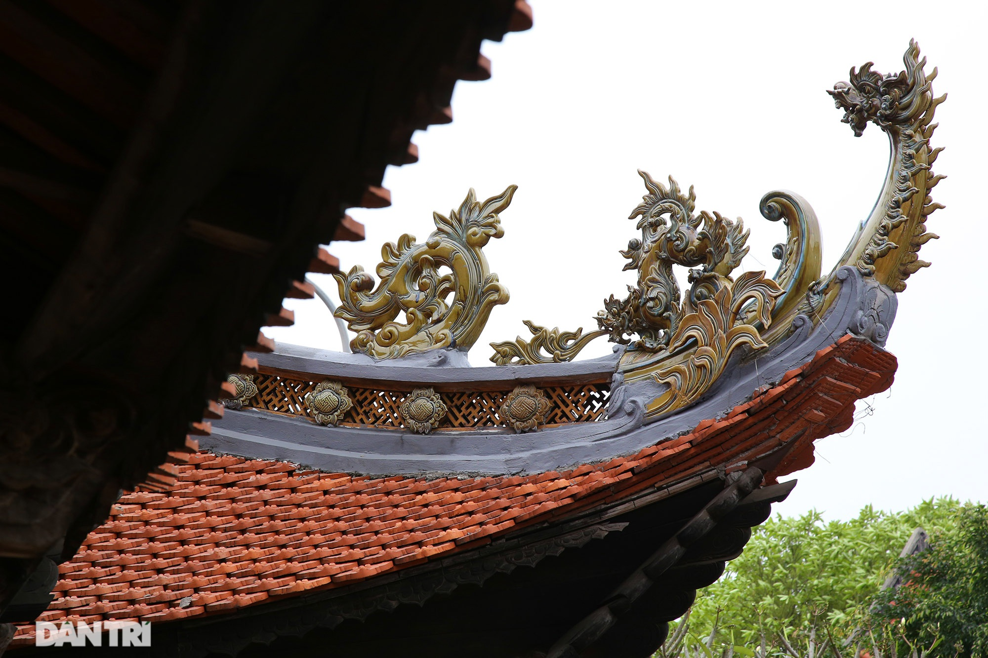 Ceramic pagoda built from tens of thousands of traditional handicrafts in Bat Trang - 5