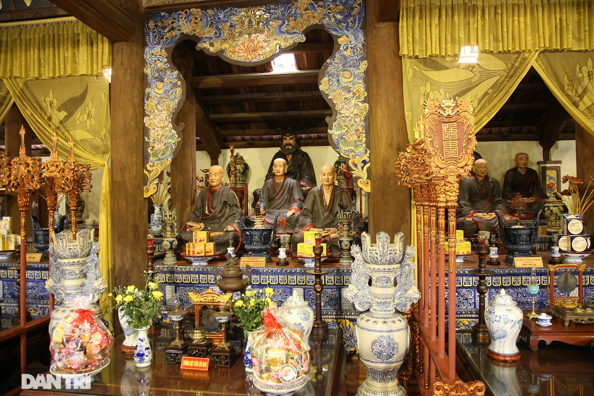 Ceramic pagoda built from tens of thousands of traditional handicrafts in Bat Trang - 2