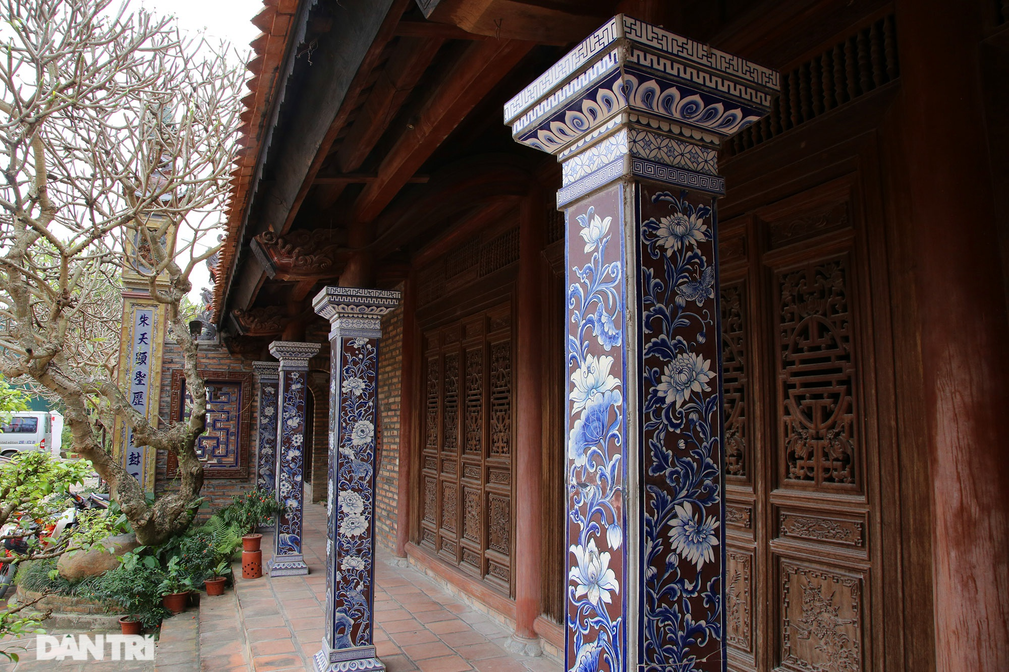 Ceramic pagoda built from tens of thousands of traditional handicrafts in Bat Trang - 9