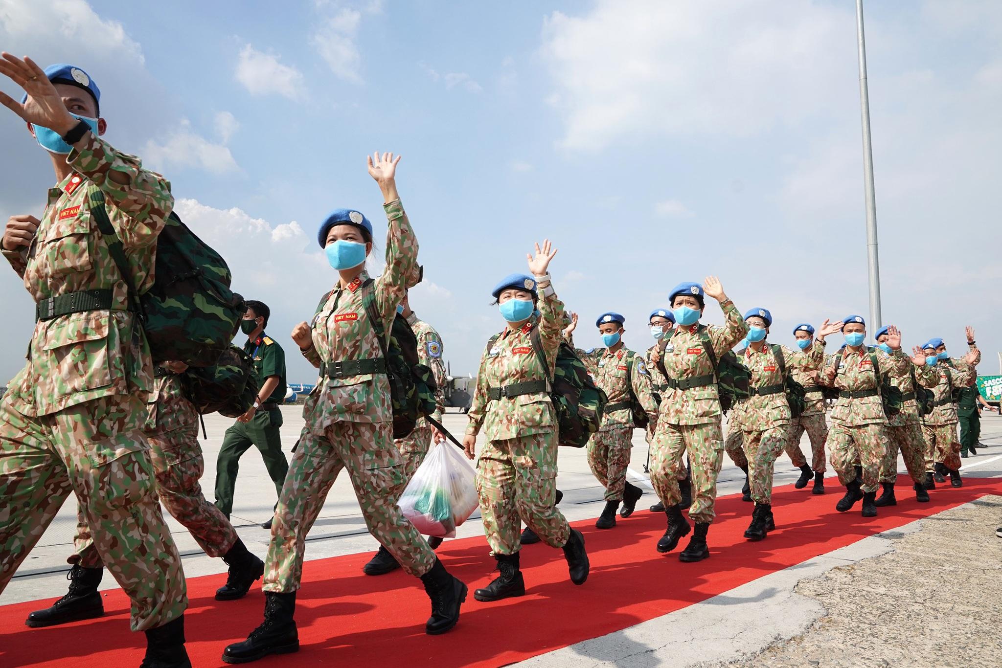 Xúc động giờ phút chia tay chiến sĩ mũ nồi xanh lên đường sang Nam Sudan - 15