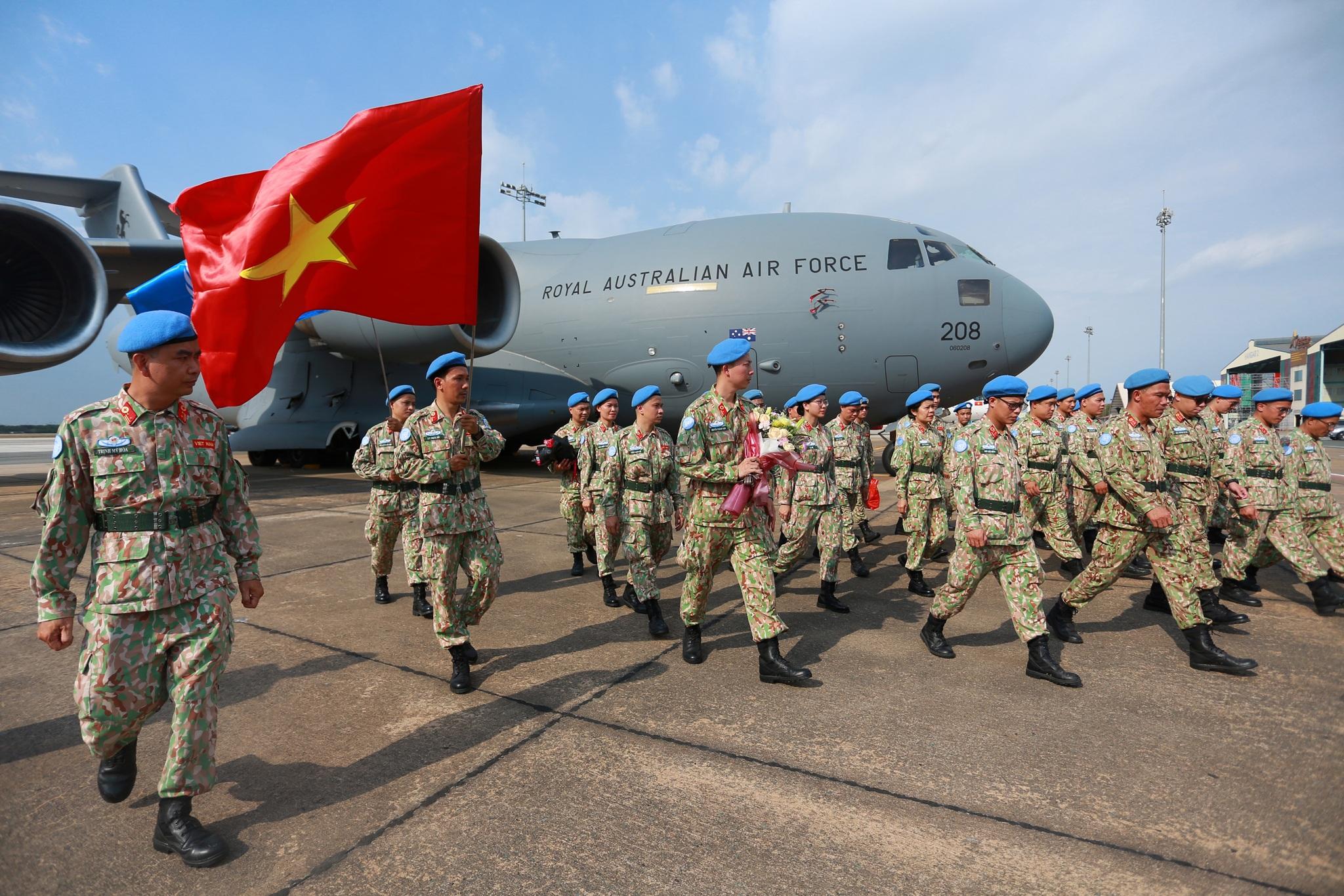 Xúc động giờ phút chia tay chiến sĩ mũ nồi xanh lên đường sang Nam Sudan - 2