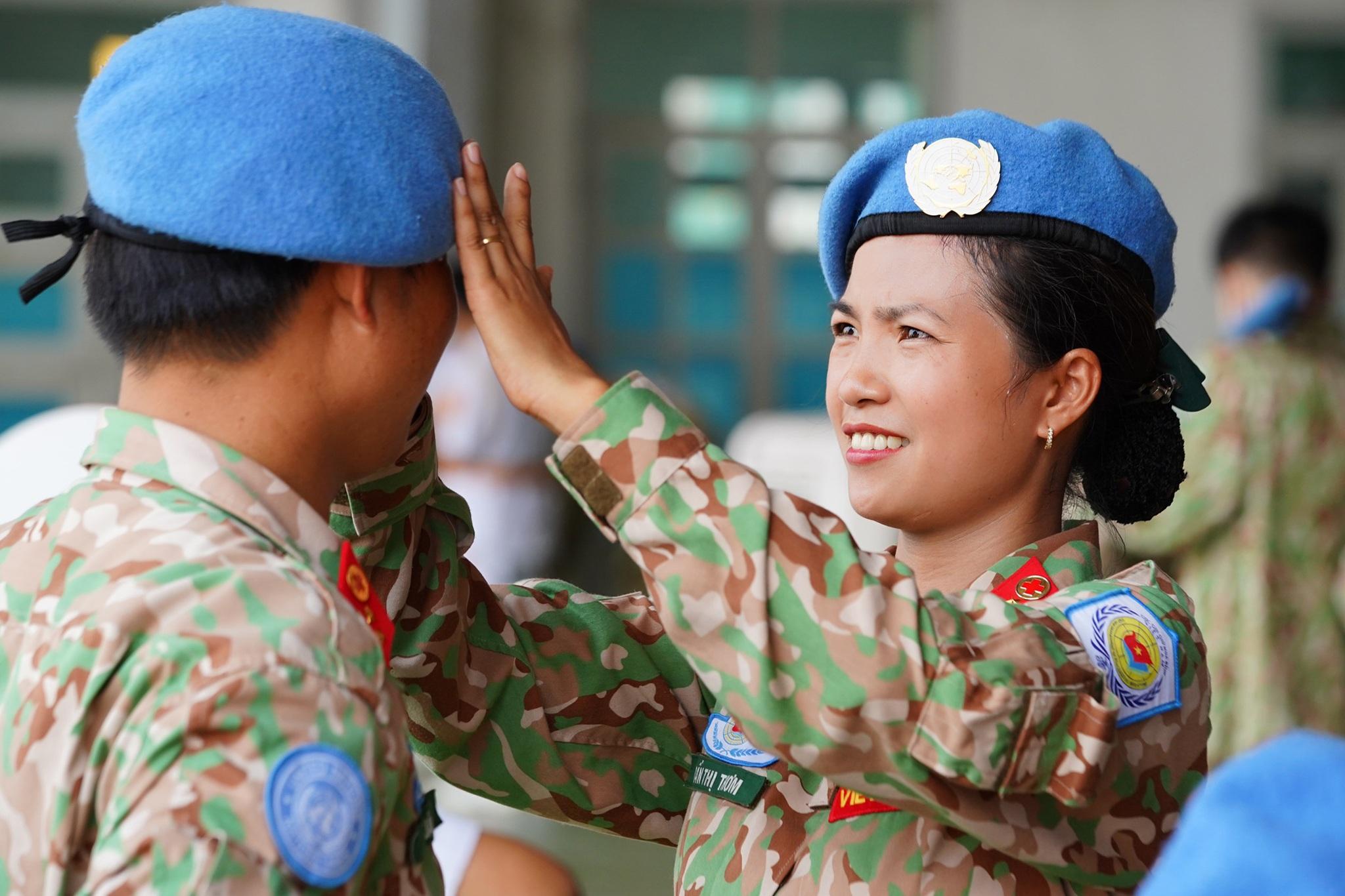 Xúc động giờ phút chia tay chiến sĩ mũ nồi xanh lên đường sang Nam Sudan - 3