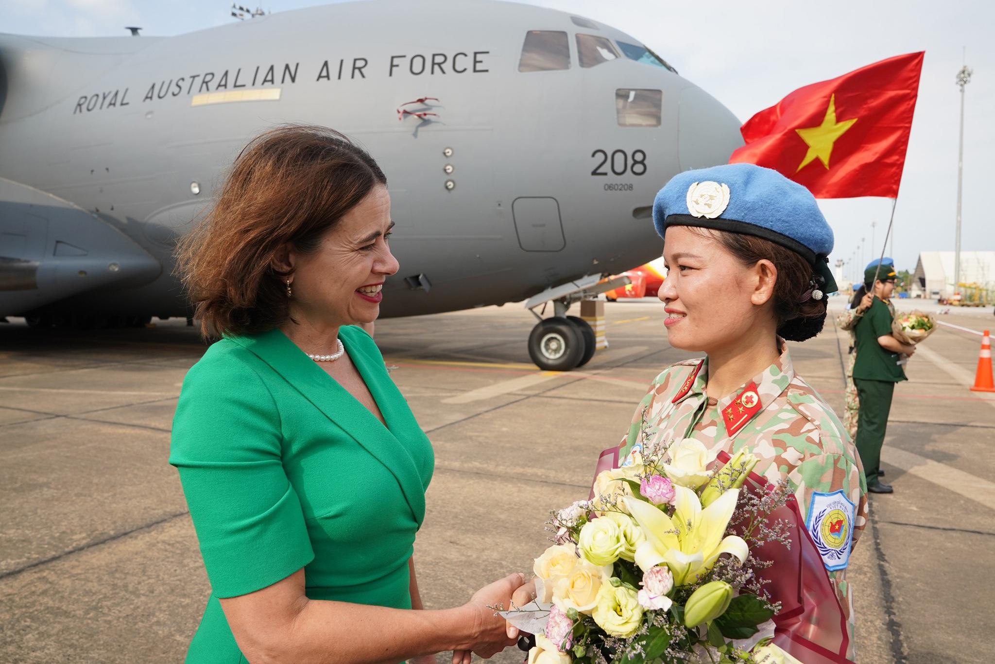 Xúc động giờ phút chia tay chiến sĩ mũ nồi xanh lên đường sang Nam Sudan - 11