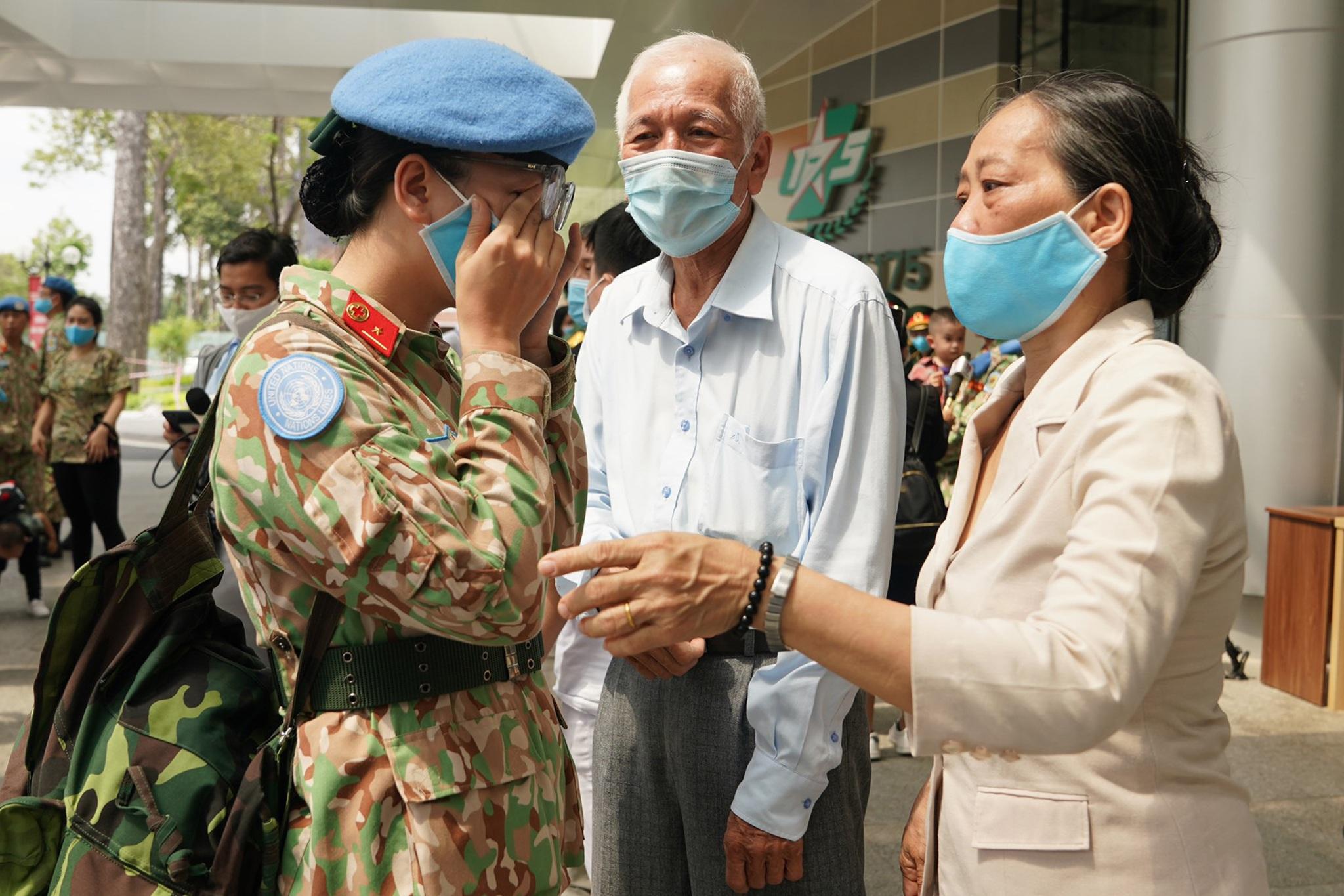 Xúc động giờ phút chia tay chiến sĩ mũ nồi xanh lên đường sang Nam Sudan - 5