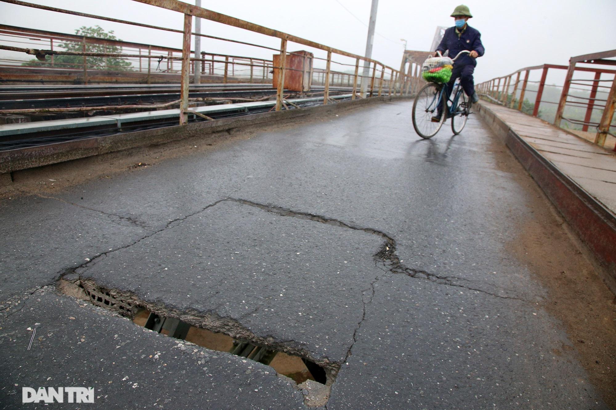 Cầu Long Biên như bị bỏ rơi, gỉ sét xuống cấp nghiêm trọng - 2
