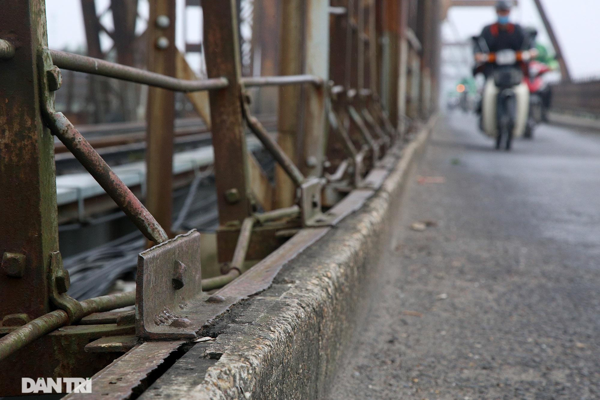 Cầu Long Biên như bị bỏ rơi, gỉ sét xuống cấp nghiêm trọng - 13