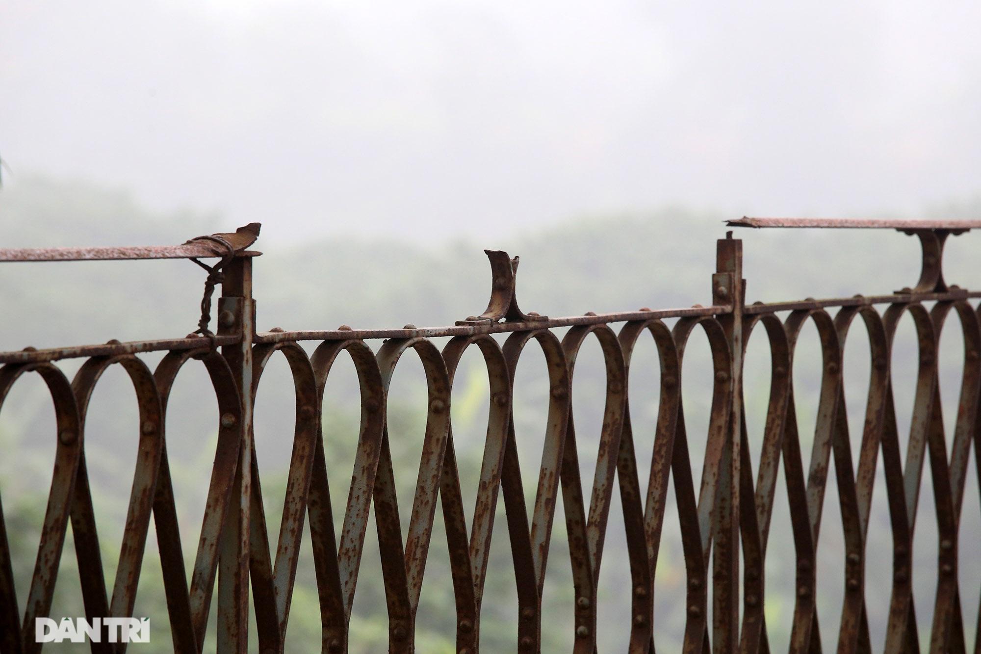 Cầu Long Biên như bị bỏ rơi, gỉ sét xuống cấp nghiêm trọng - 14