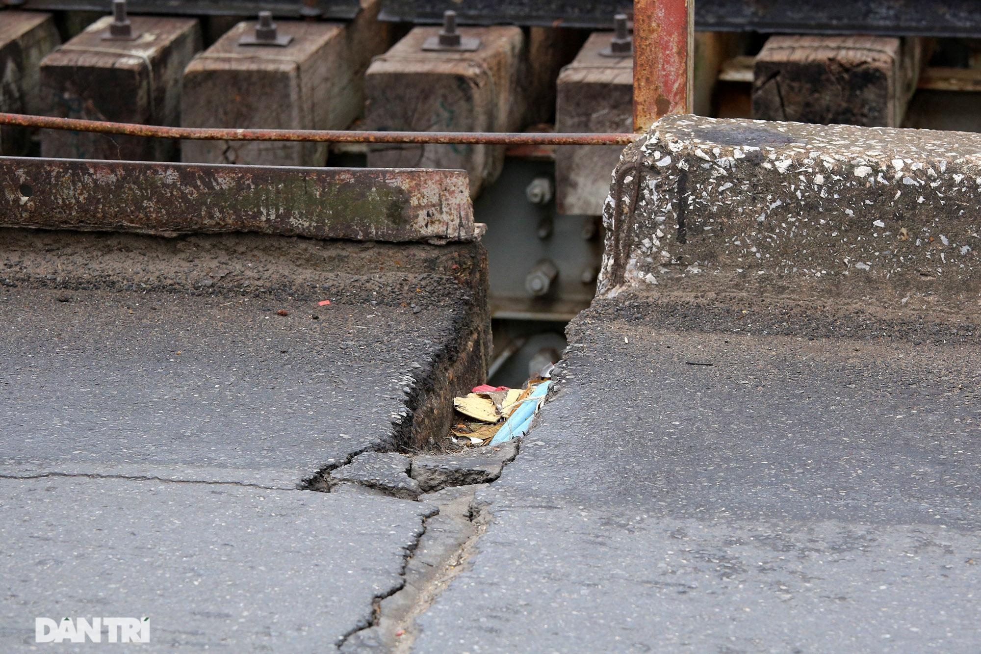 Cầu Long Biên như bị bỏ rơi, gỉ sét xuống cấp nghiêm trọng - 15