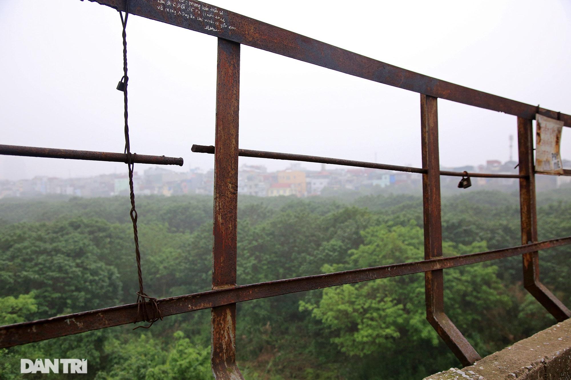 Cầu Long Biên như bị bỏ rơi, gỉ sét xuống cấp nghiêm trọng - 16