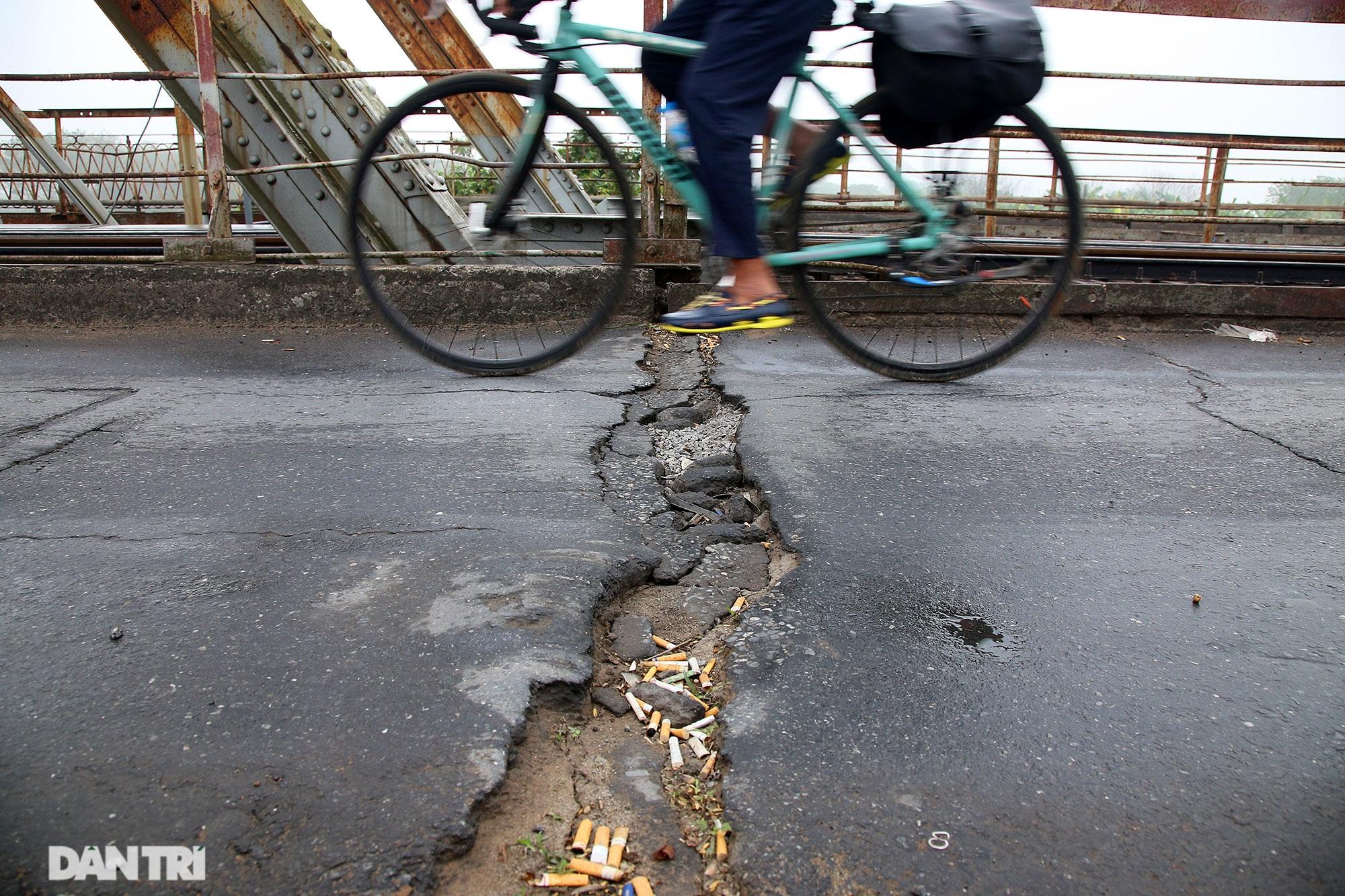 Cầu Long Biên như bị bỏ rơi, gỉ sét xuống cấp nghiêm trọng - 3