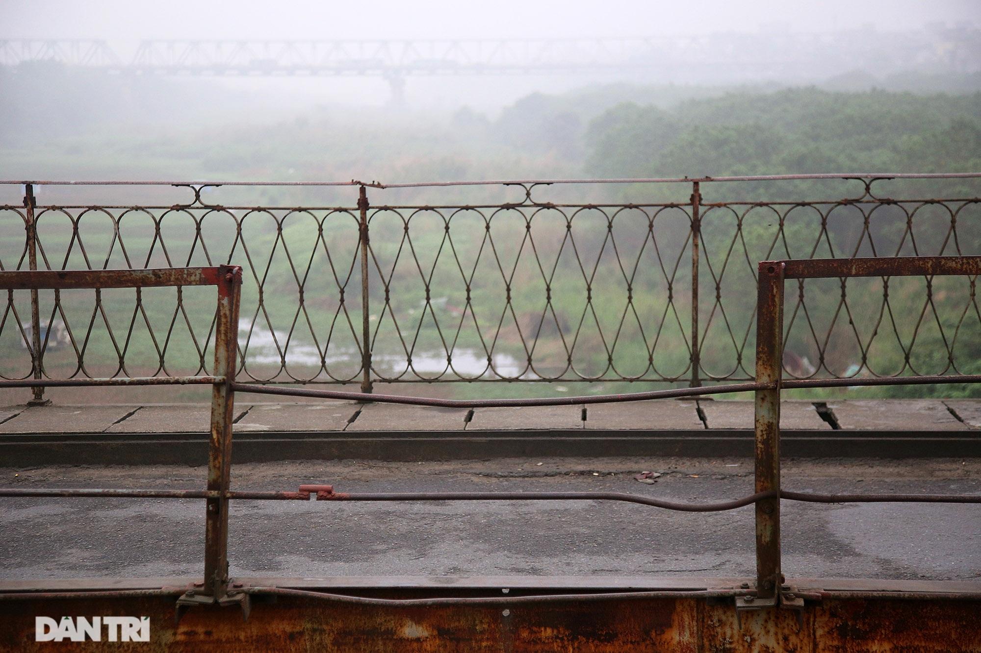 Cầu Long Biên như bị bỏ rơi, gỉ sét xuống cấp nghiêm trọng - 4