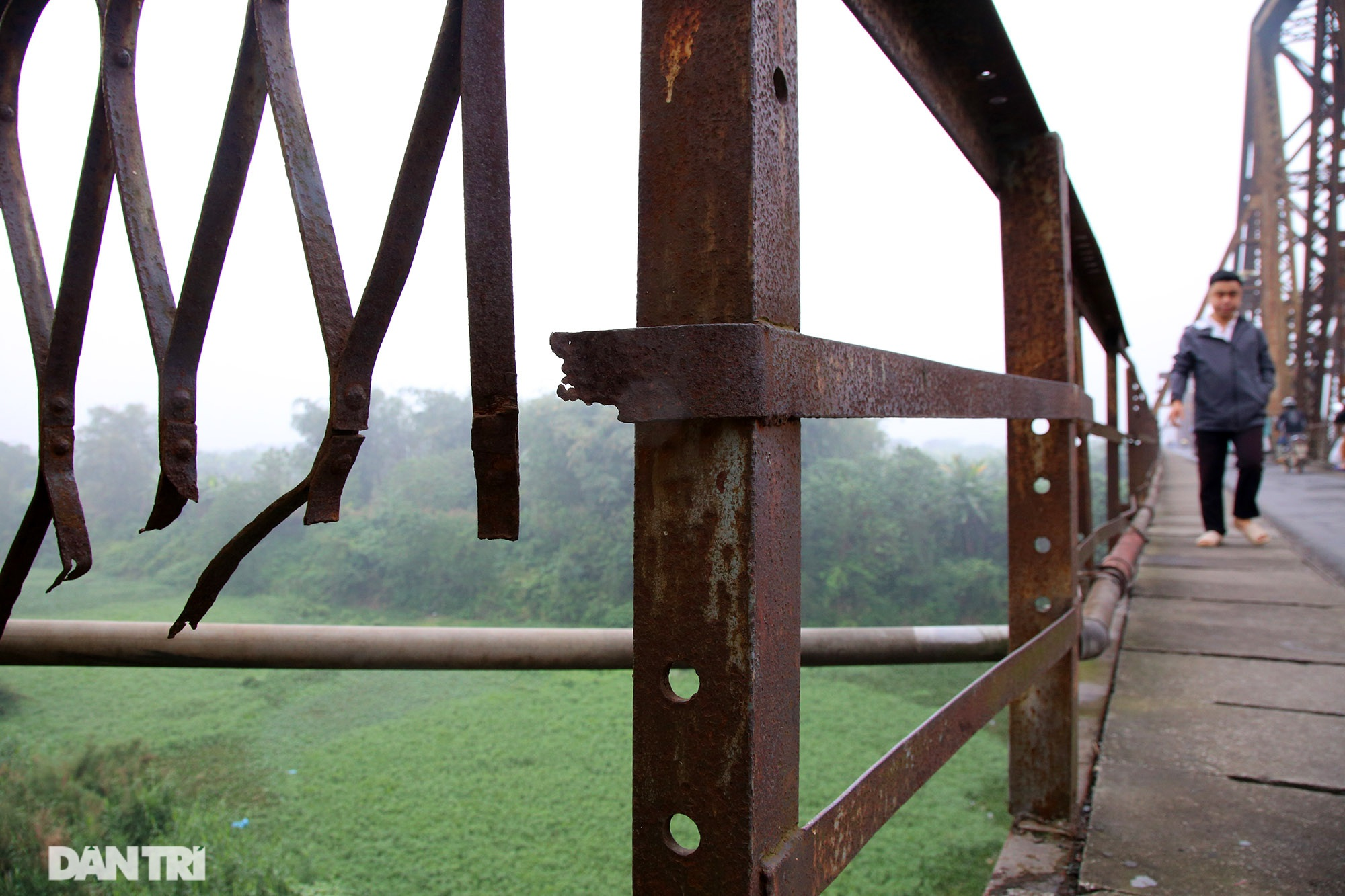 Cầu Long Biên như bị bỏ rơi, gỉ sét xuống cấp nghiêm trọng - 6