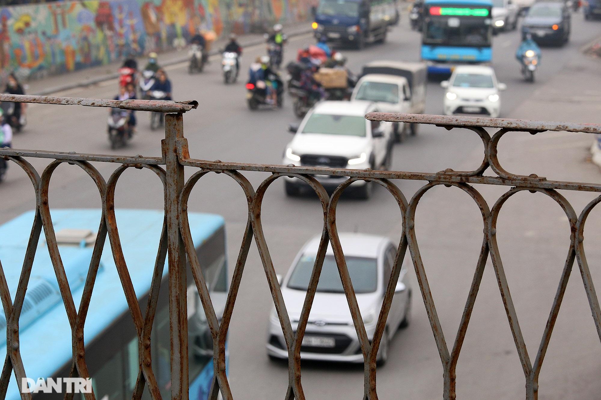 Cầu Long Biên như bị bỏ rơi, gỉ sét xuống cấp nghiêm trọng - 7