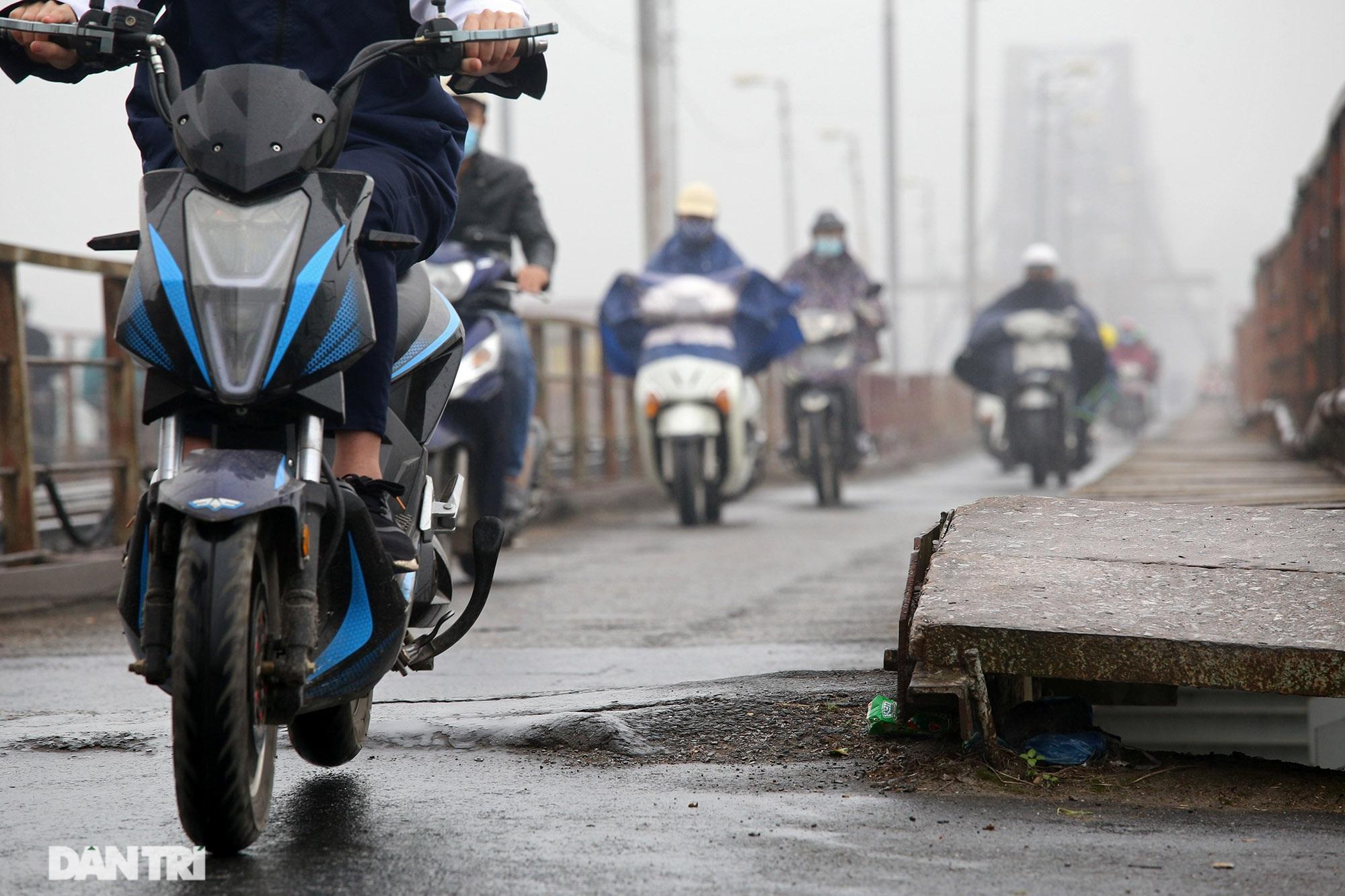 Cầu Long Biên như bị bỏ rơi, gỉ sét xuống cấp nghiêm trọng - 8