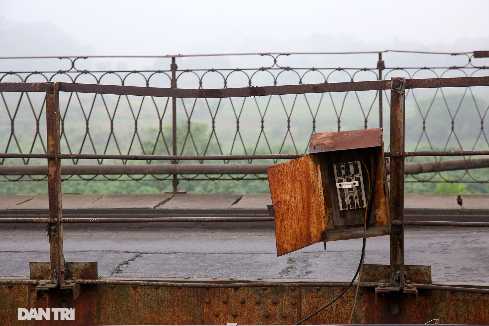 Cầu Long Biên như bị bỏ rơi, gỉ sét xuống cấp nghiêm trọng - 11