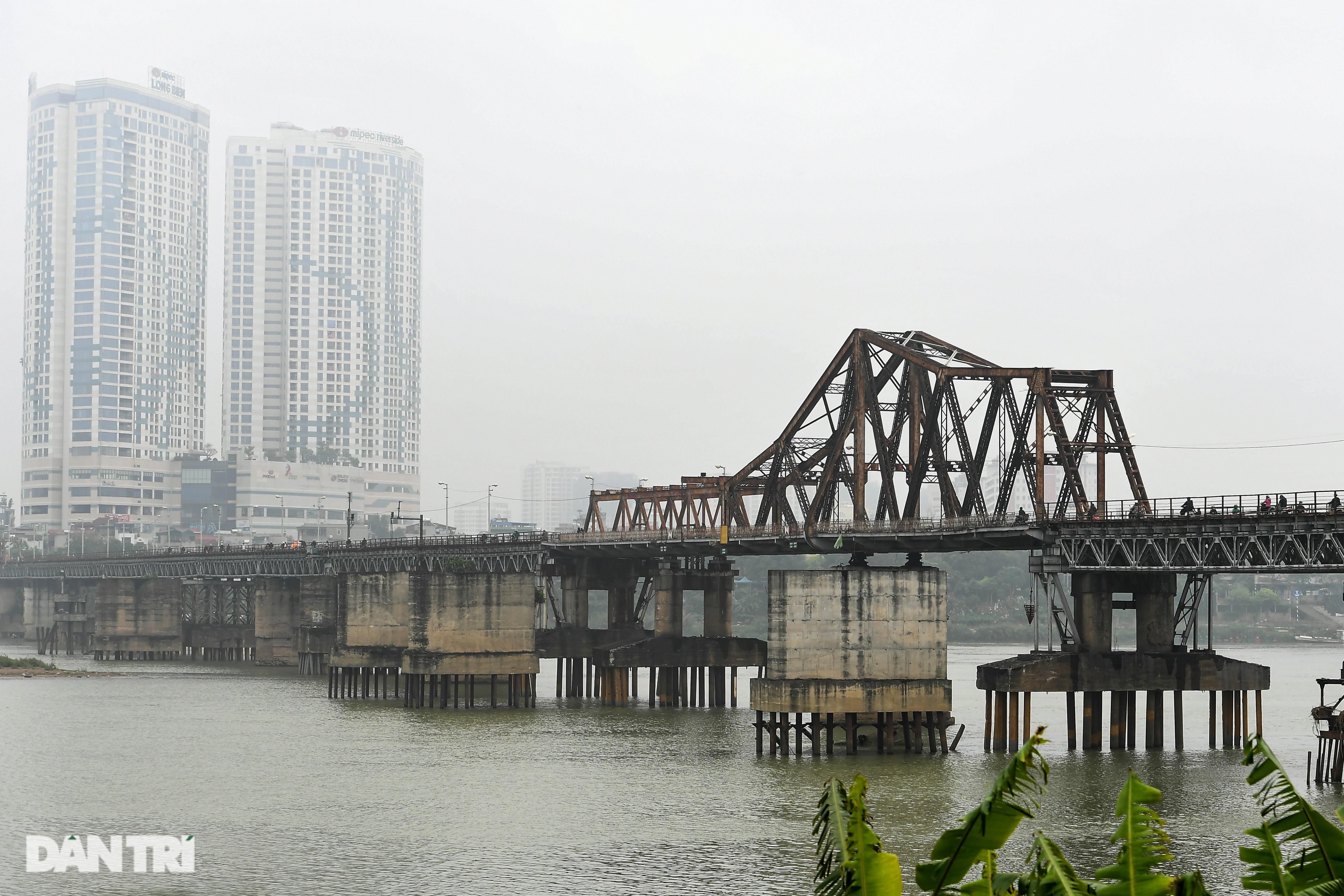 Cầu Long Biên như bị bỏ rơi, gỉ sét xuống cấp nghiêm trọng - 1
