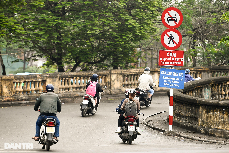Cầu Long Biên như bị bỏ rơi, gỉ sét xuống cấp nghiêm trọng - 18