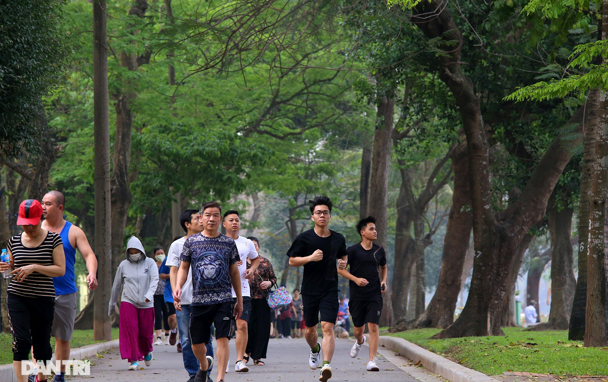 Little-known facts about the largest park in Hanoi about 60 years old - 3