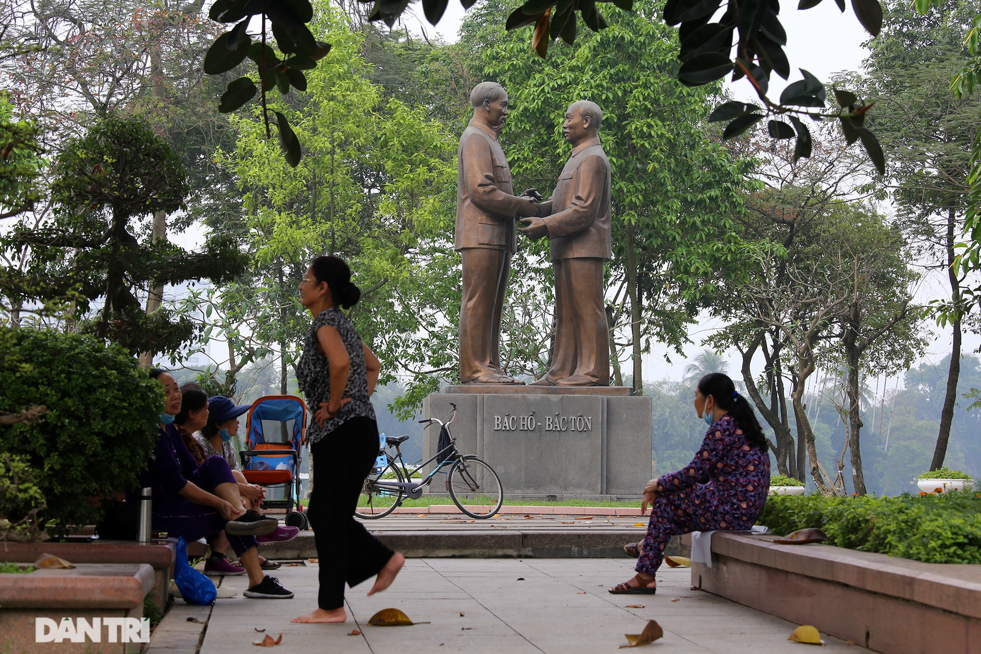 Little-known things about the largest park in Hanoi are about to turn 60 years old - 8