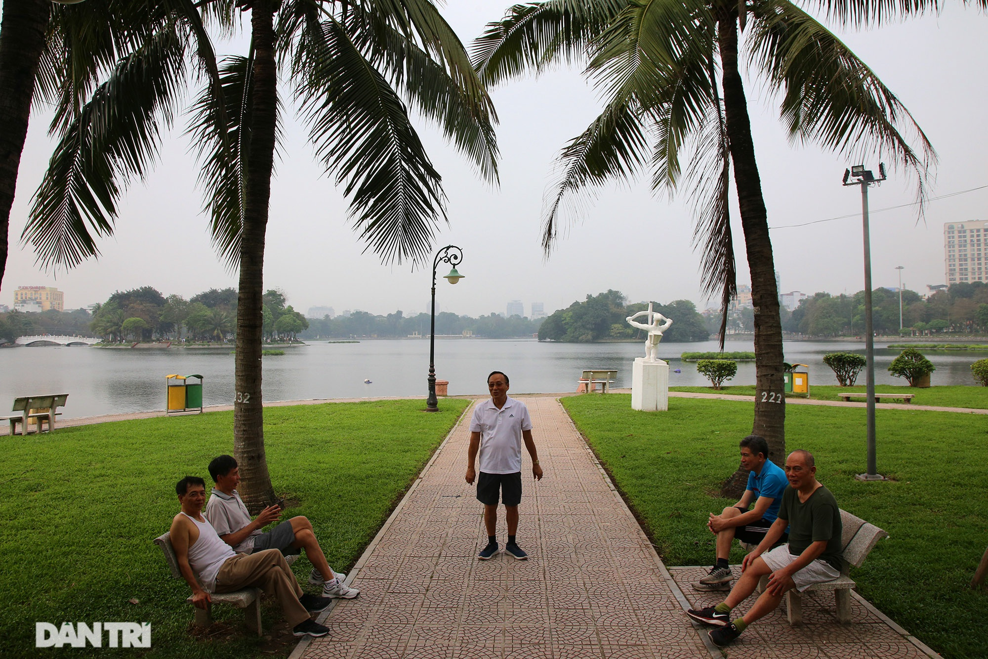 Little-known things about the largest park in Hanoi are about to turn 60 years old - 10