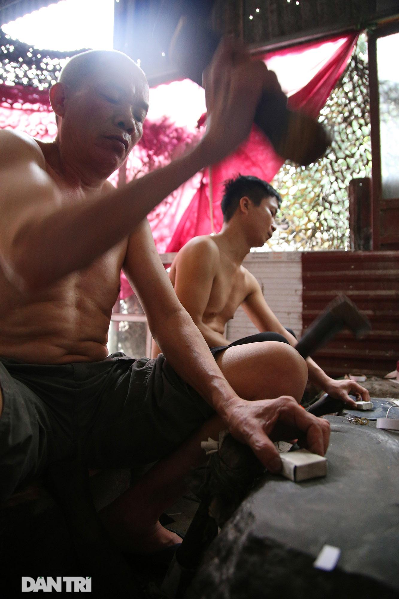 Nghề 300 năm đập vàng mỏng hơn giấy ở Hà Nội được công nhận là Di sản QG - 4