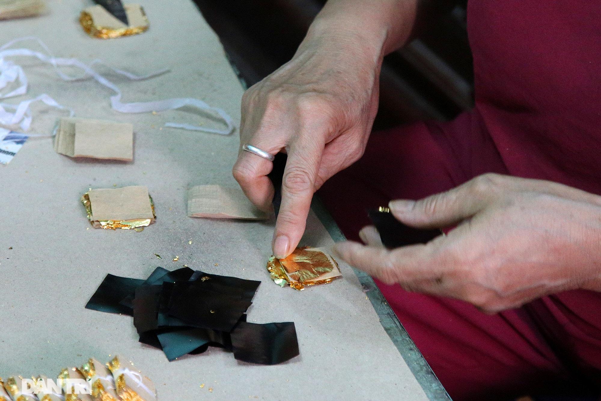 Nghề 300 năm đập vàng mỏng hơn giấy ở Hà Nội được công nhận là Di sản QG - 7