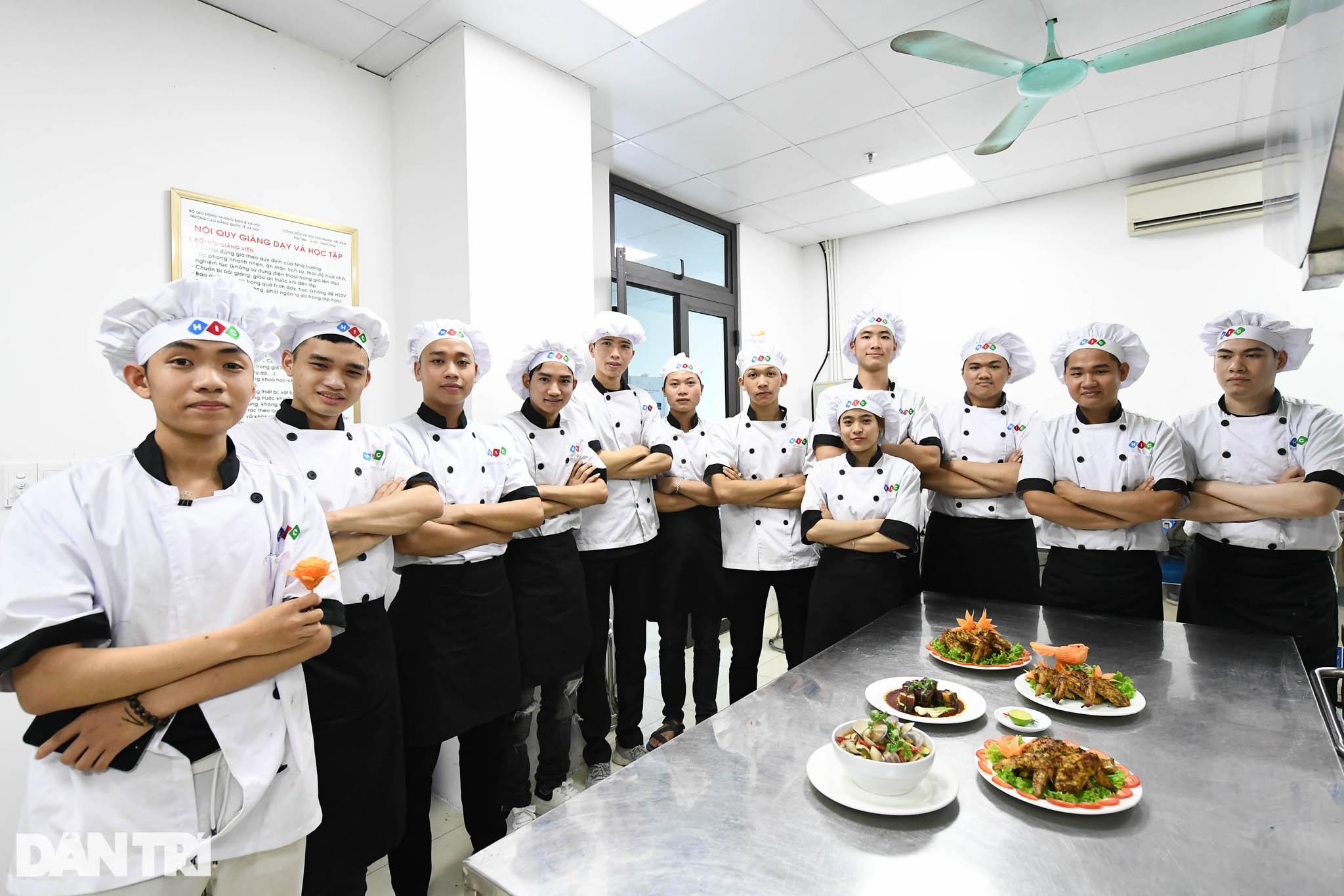 Sinh viên ngành ô tô, nấu ăn, quản trị khách sạn ra trường có việc làm ngay - 12