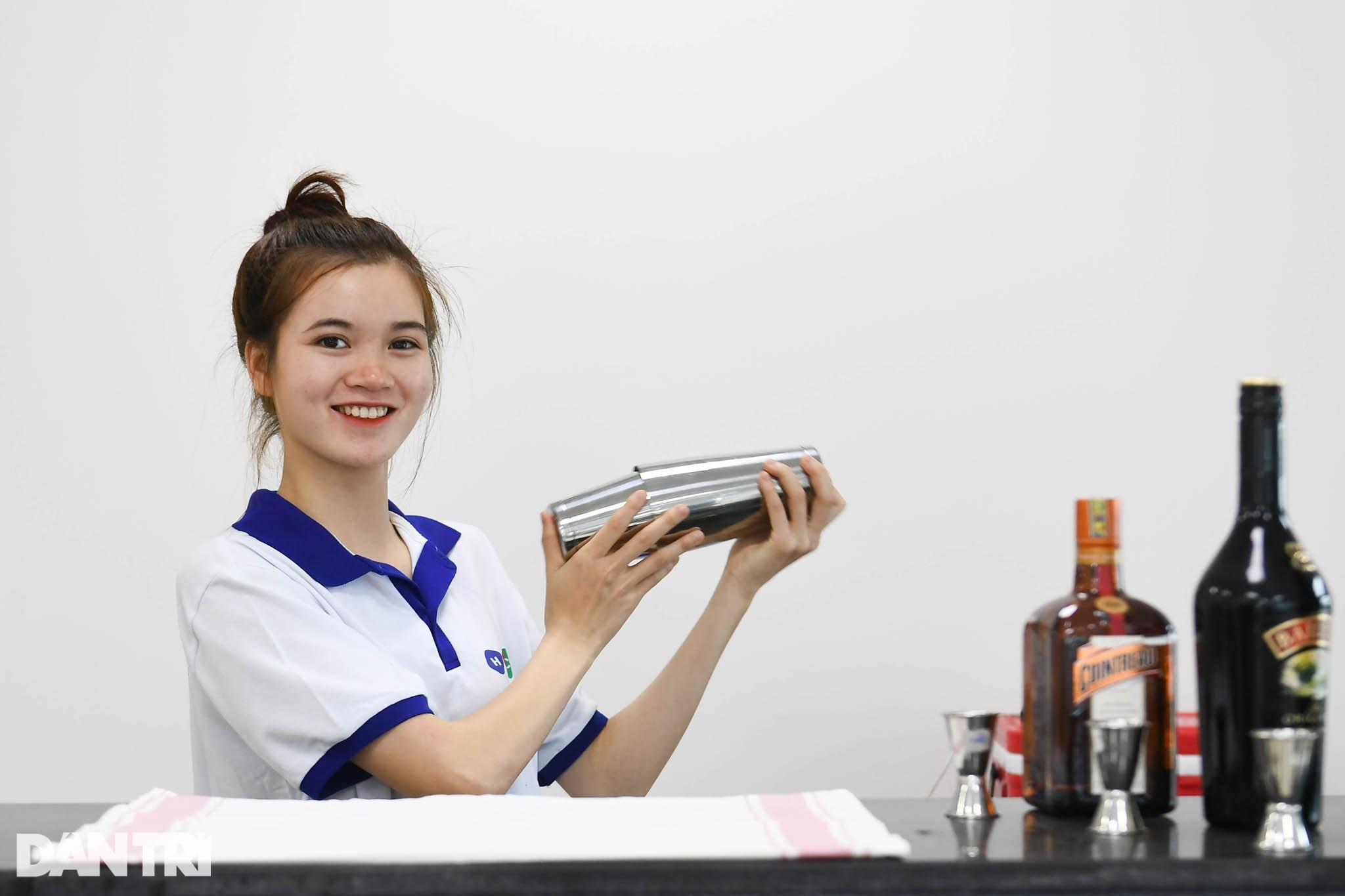 Sinh viên ngành ô tô, nấu ăn, quản trị khách sạn ra trường có việc làm ngay - 16