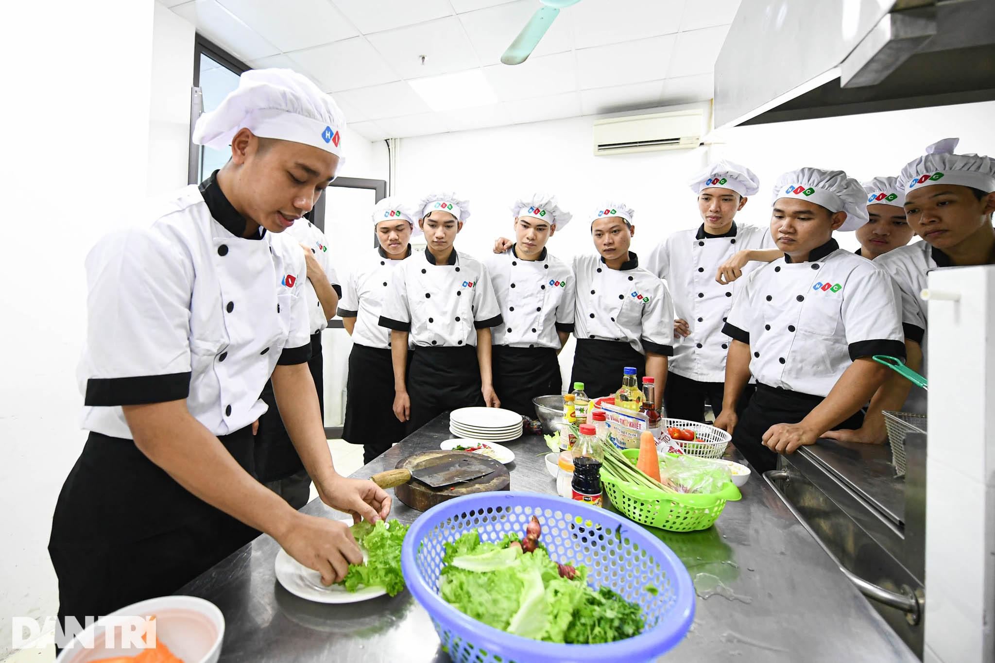 Sinh viên ngành ô tô, nấu ăn, quản trị khách sạn ra trường có việc làm ngay - 9