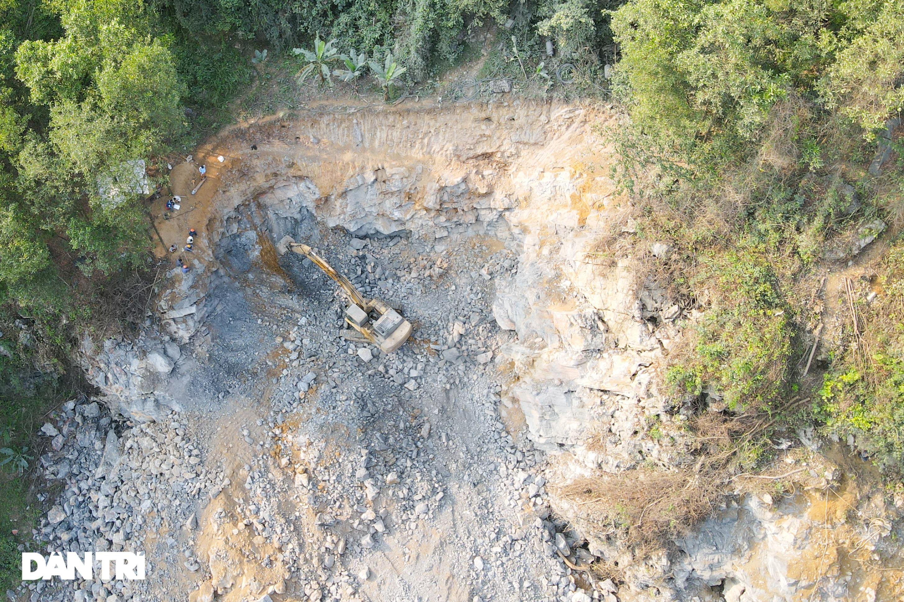 Cận cảnh nổ mìn, đào hầm xuyên núi đầu tiên ở Quảng Ninh - 4