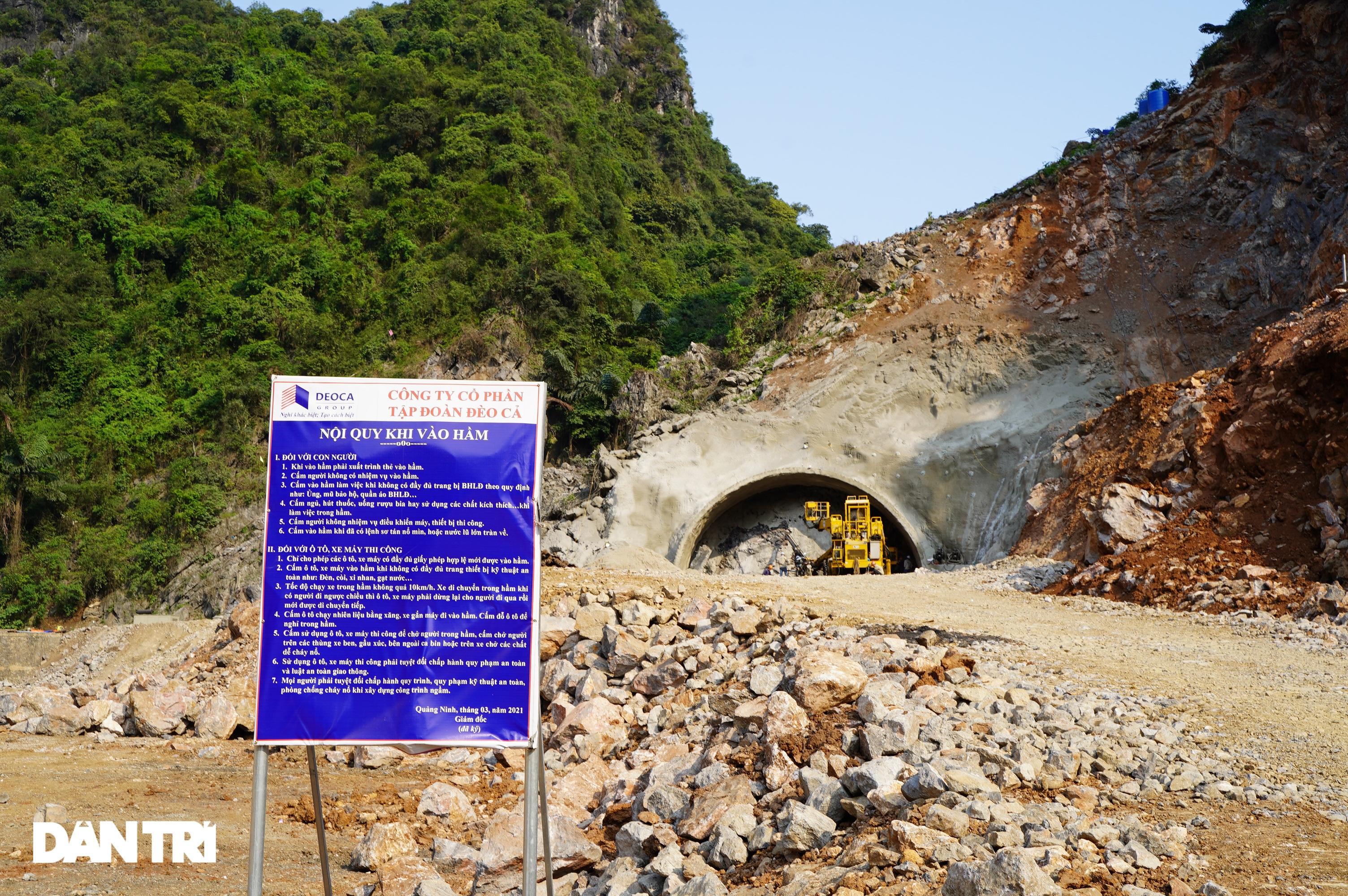 Cận cảnh nổ mìn, đào hầm xuyên núi đầu tiên ở Quảng Ninh - 8