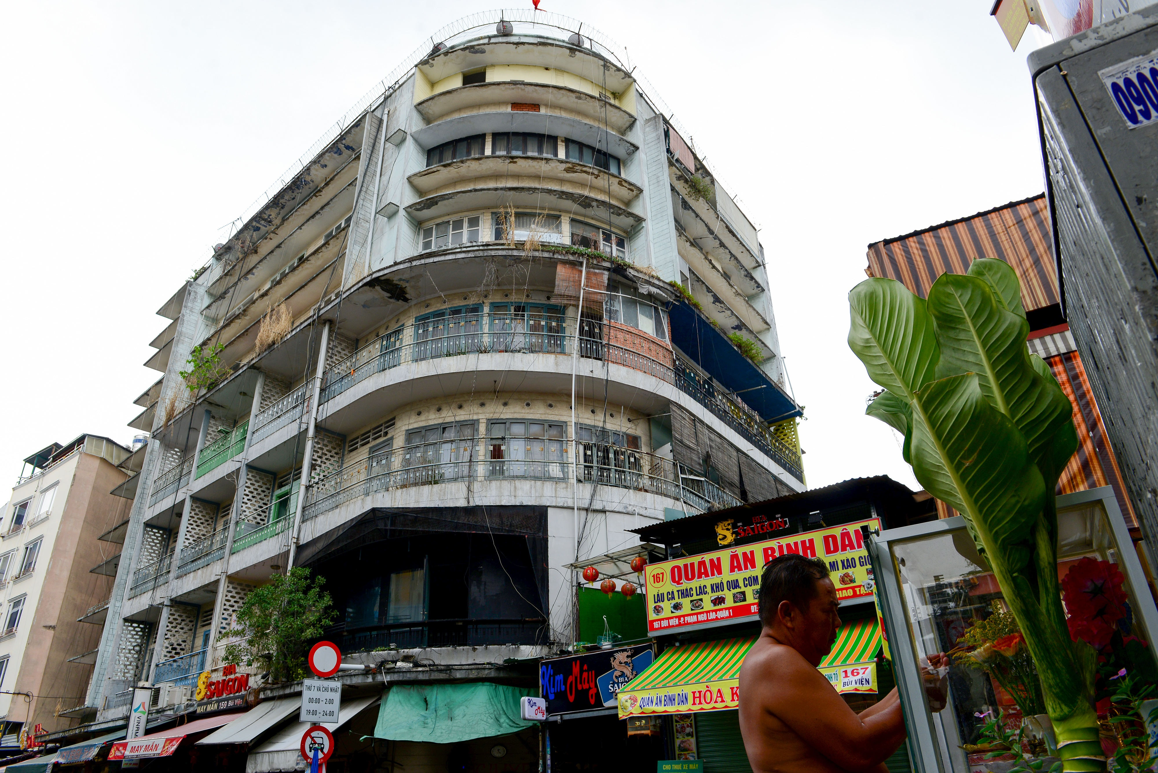 Lạ kỳ chung cư giữa trung tâm Sài Gòn chỉ có 5 gia đình sinh sống - 1