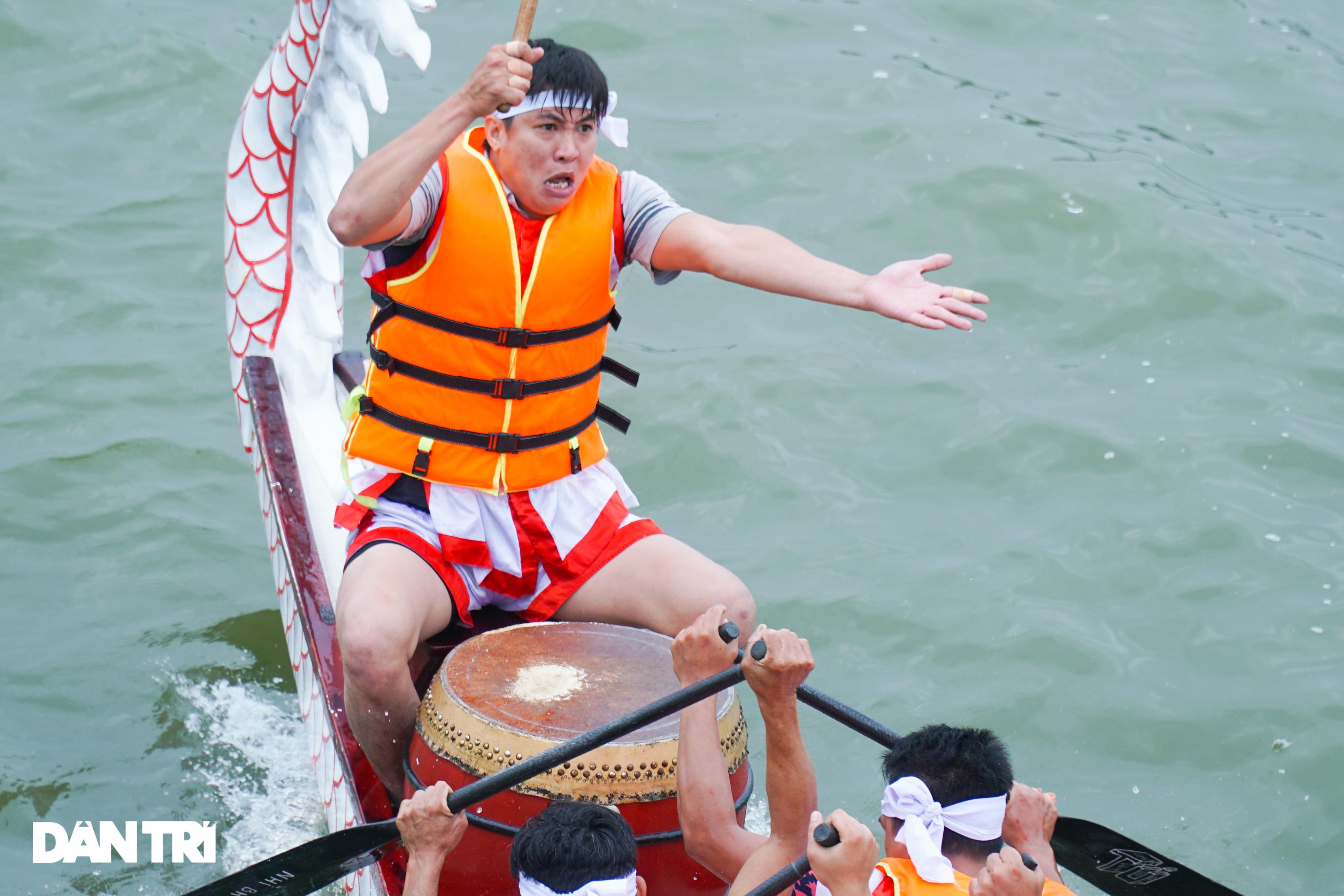 Hàng vạn người đổ về hồ Văn Lang xem đua thuyền rồng ở Phú Thọ - 9