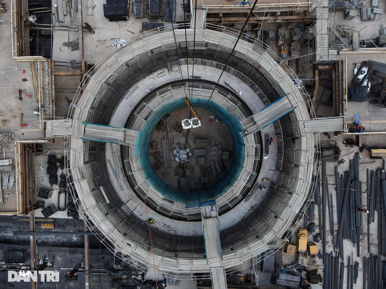 Khám phá giếng trời khổng lồ ăn sâu xuống lòng đất tại ga Metro Bến Thành - 4